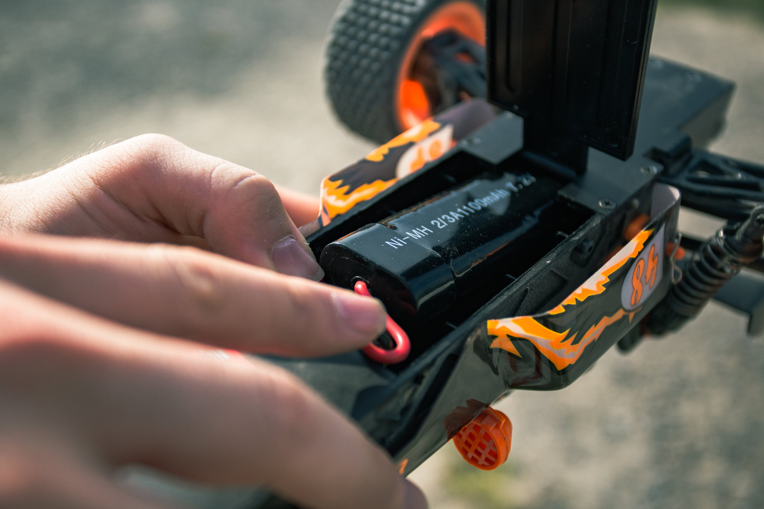 Easy Battery Swap - Easily access the battery through the underside of the chassis. Swap batteries easily on the go!