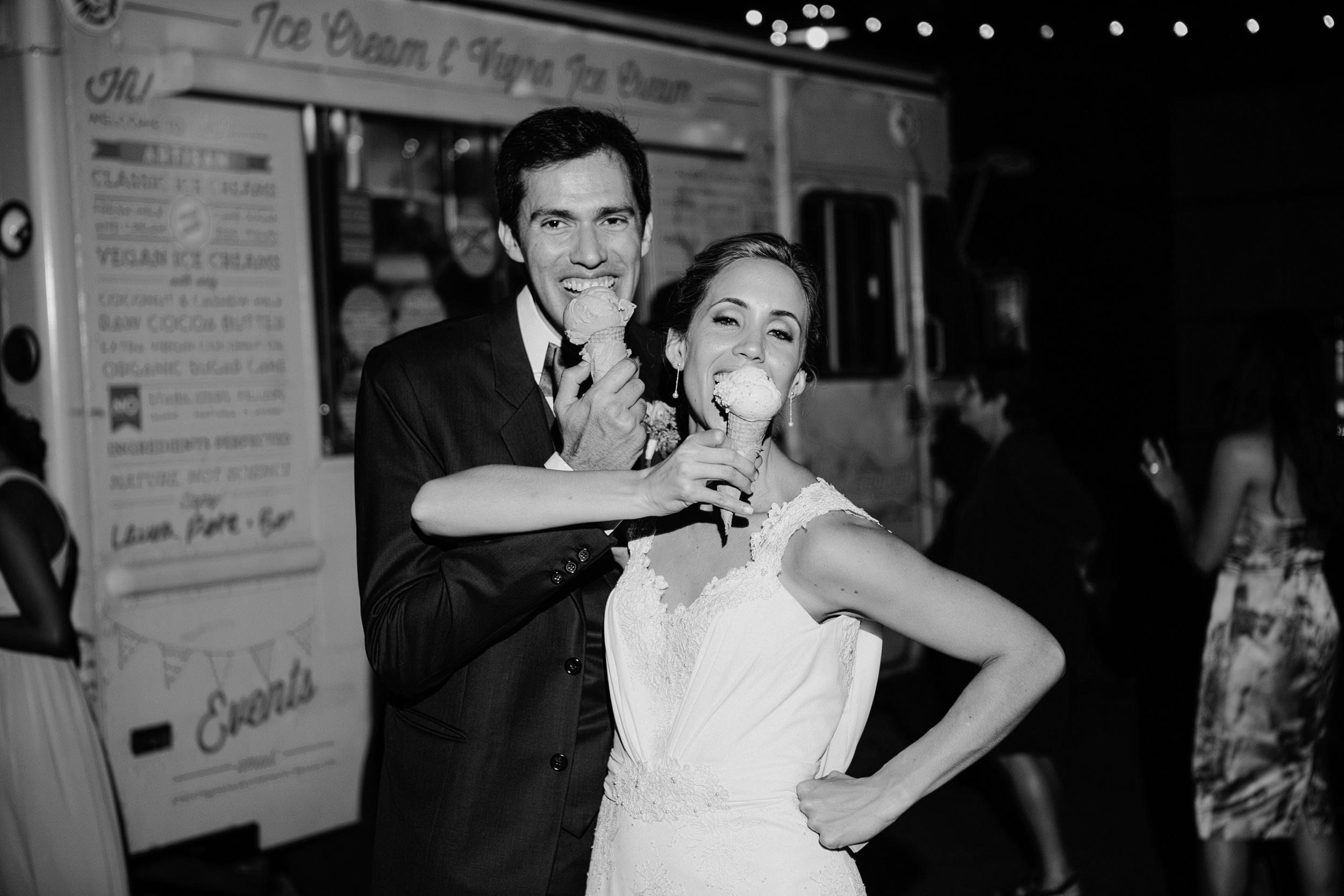 martha stewart weddings - 11 Wedding Cake Swaps Guests Will Love