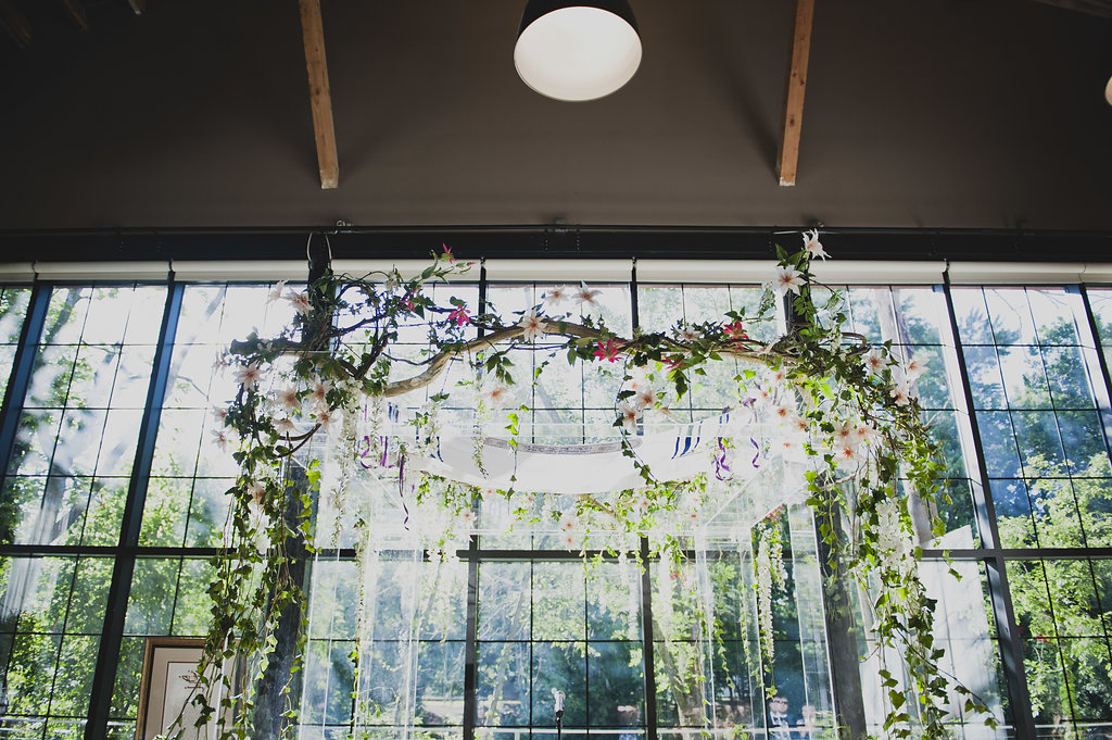 Bridal pulse - A Modern Floral Wedding Arch We're Living For Right Now