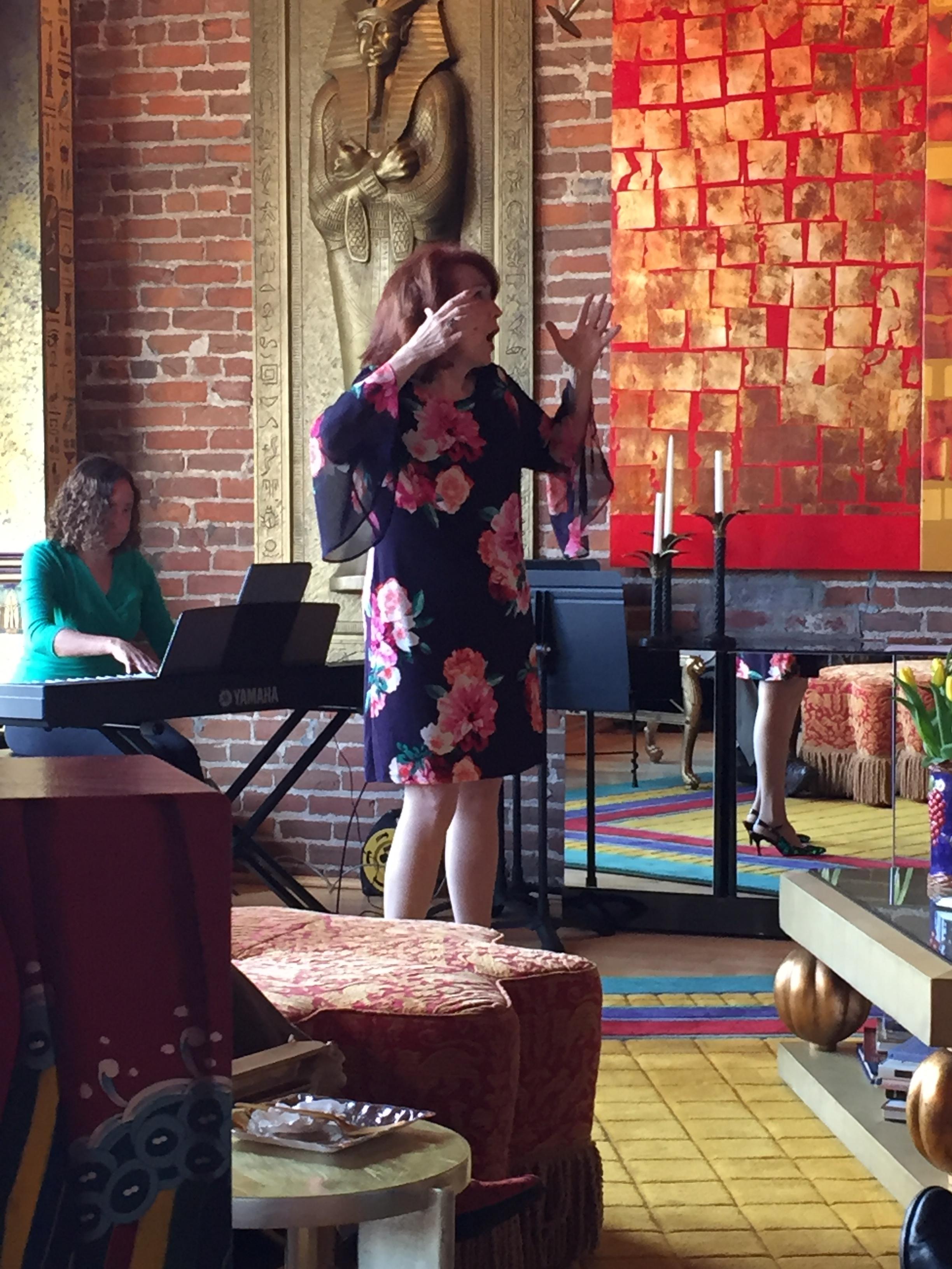Anne Marie Kenny performing La Vie en Rose - fantastique!