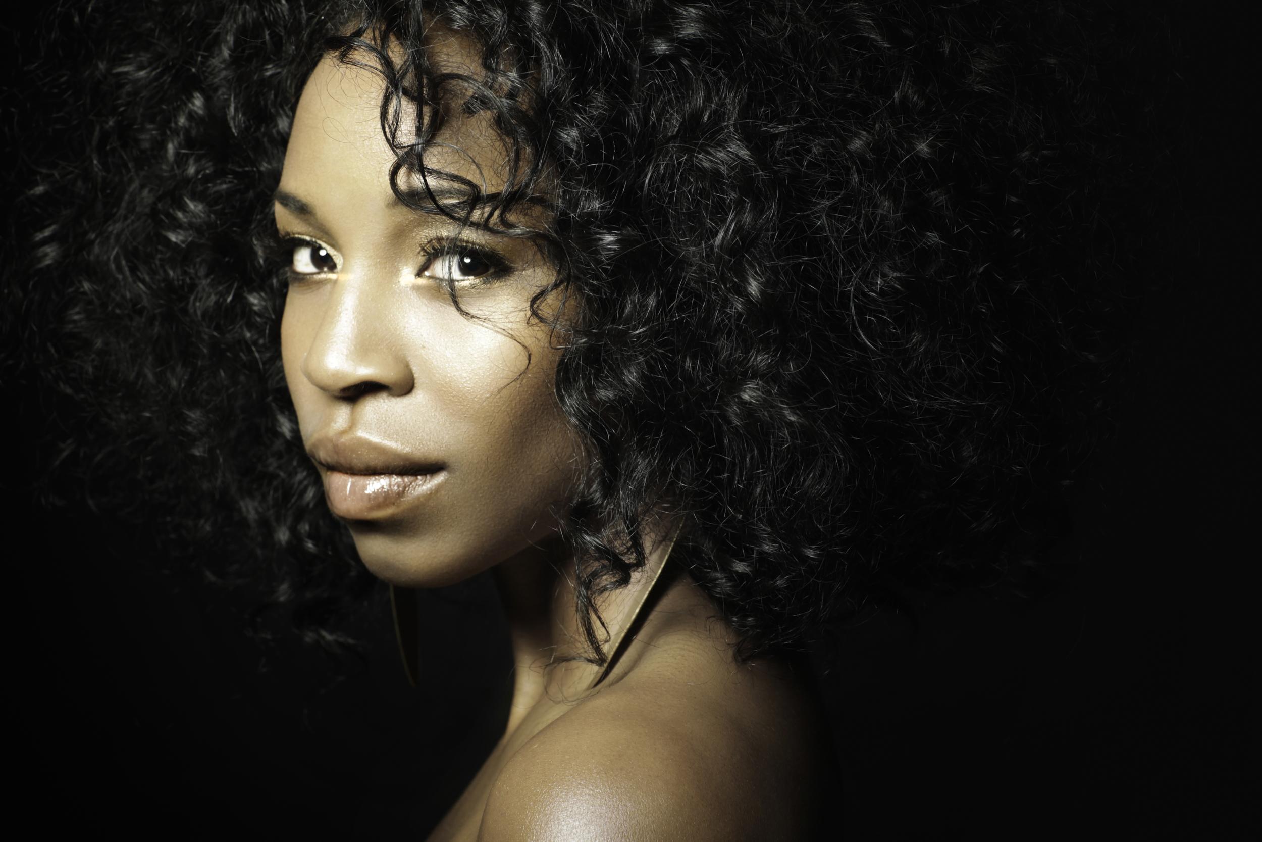www.ashleybieniarz.com - Pianist   Singer-Songwriter   Winnipeg Music Blogger