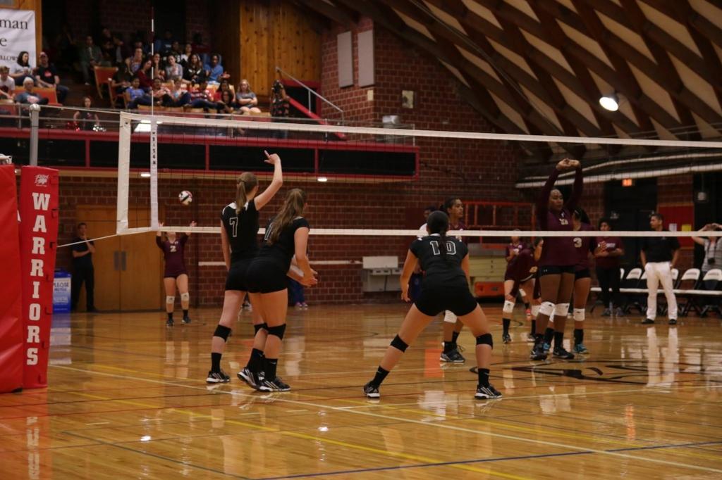 Lady Warriors took victory 3-2 over SWAU through hard teamwork. | PC: Grace Vande Gutche