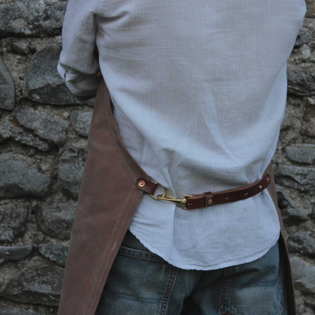Back detail. Apron fastens with an adjustable oak bark tanned leather waist strap with sam browne stud and a snap hook. Brass, leather, copper rivets - all will last for many a year.