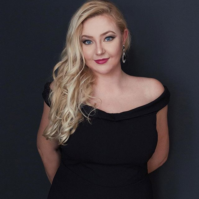 Sanna in a little black dress. Timeless beauty. 😍 #amazing #soprano #sannamatinniemi #leedinaportraits