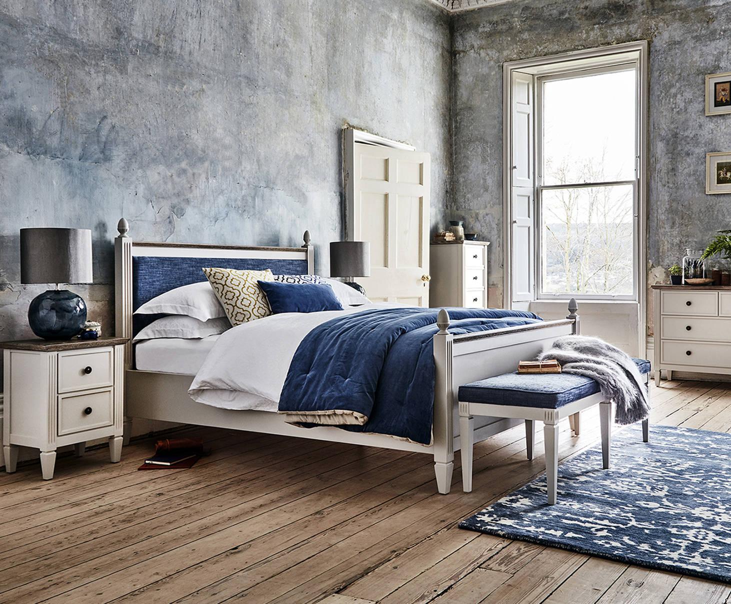 feather-black-verona-bedroom-collection.jpg