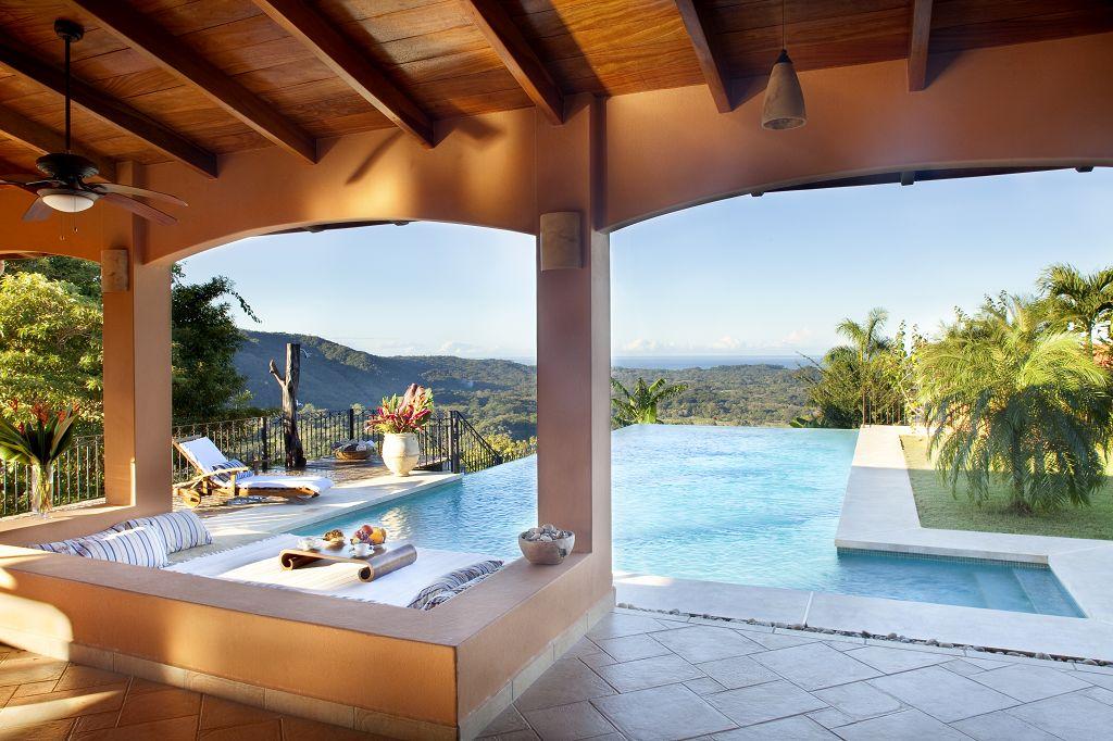 komp-FincaAustria_Villa Mariposa_terrace-4.jpg