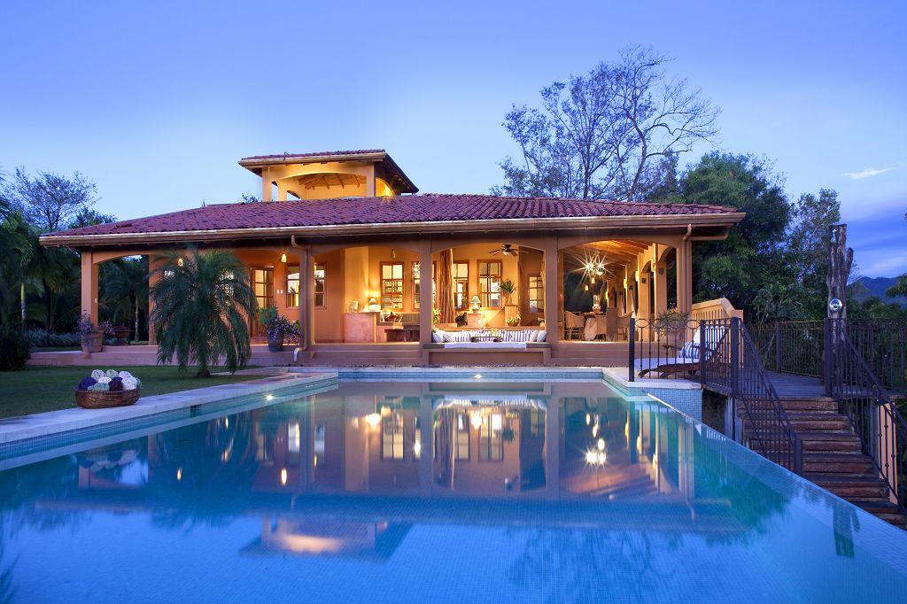 Click image to enter Villa Mariposa