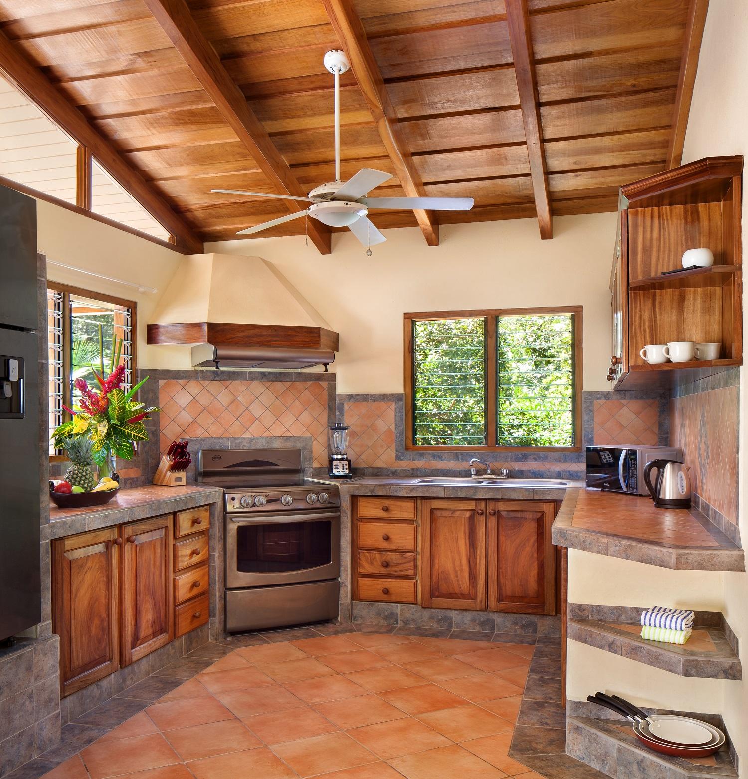 MangoCottage1116_Kitchen.jpg