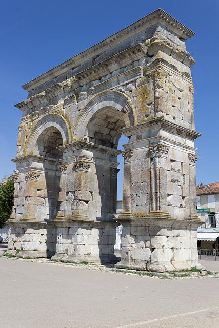 Arc de Germanicus 2 flikr med Maxence Lagalle.jpg