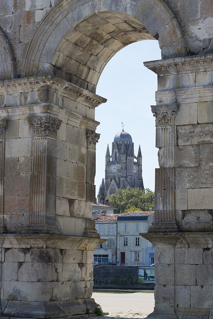 Arc de Germanicus flikr med Maxence Lagalle.jpg