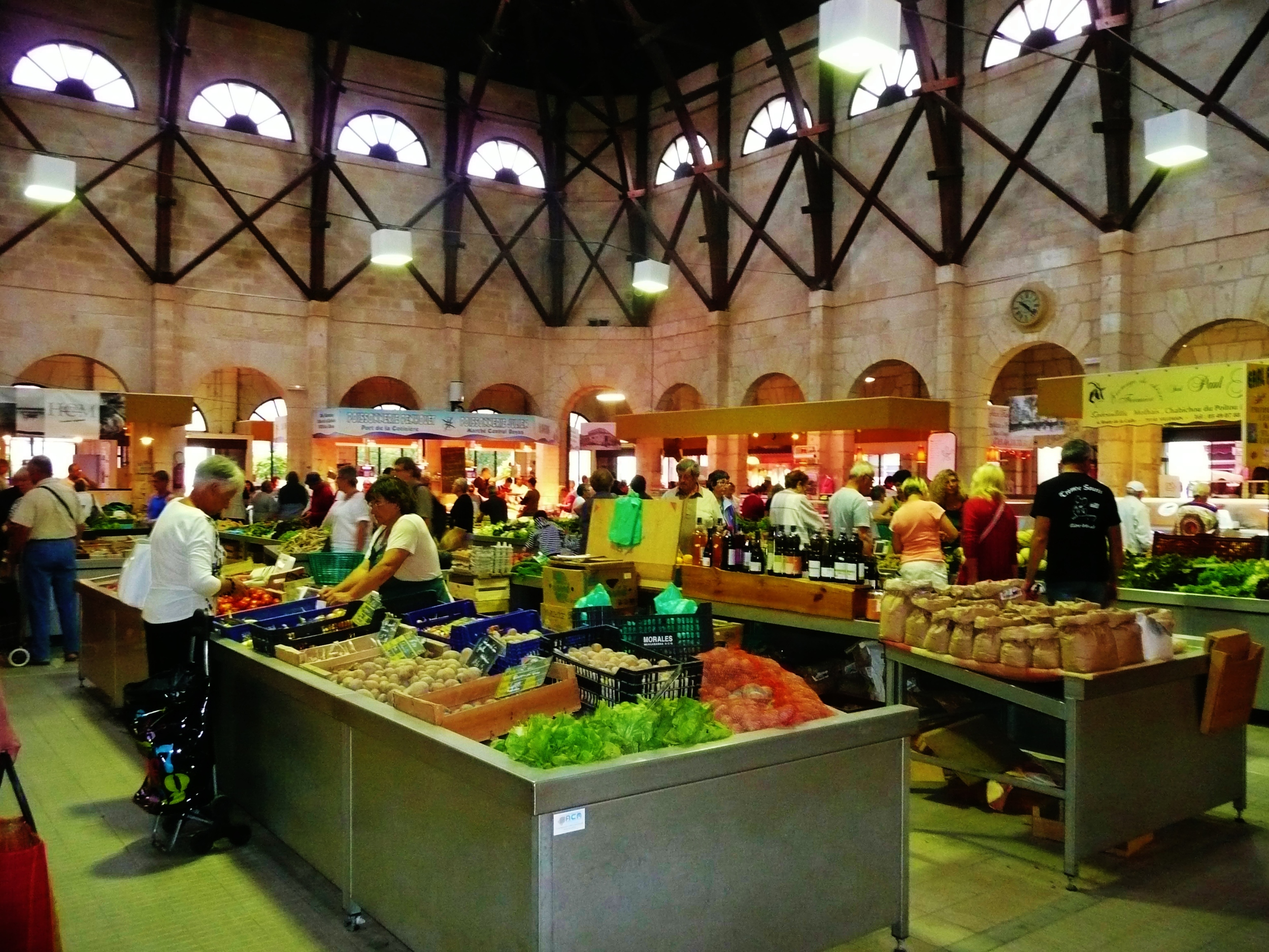 St Jean d'Angély produce market - every Wednesday & Saturday