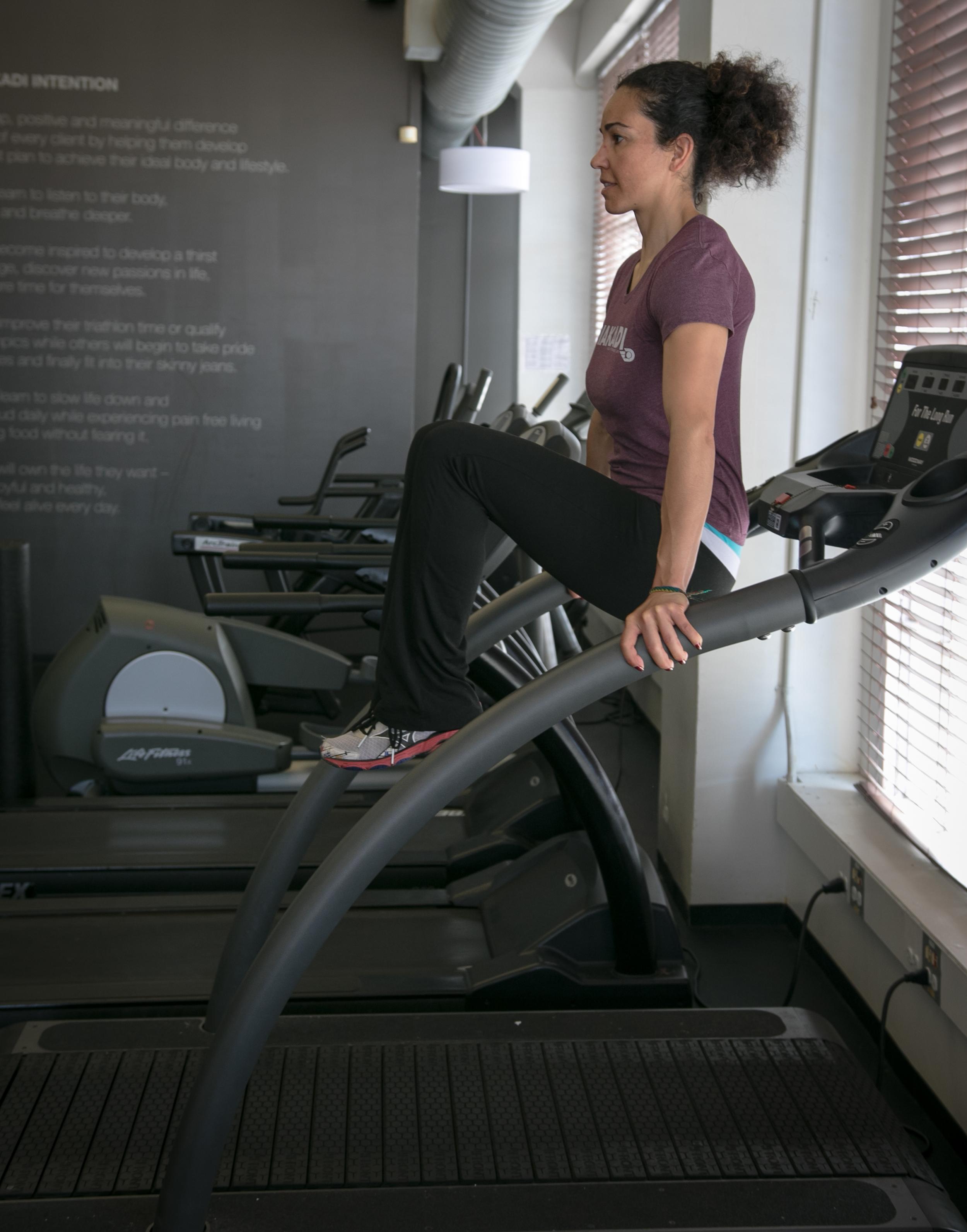 Treadmill_Knee_Tucks