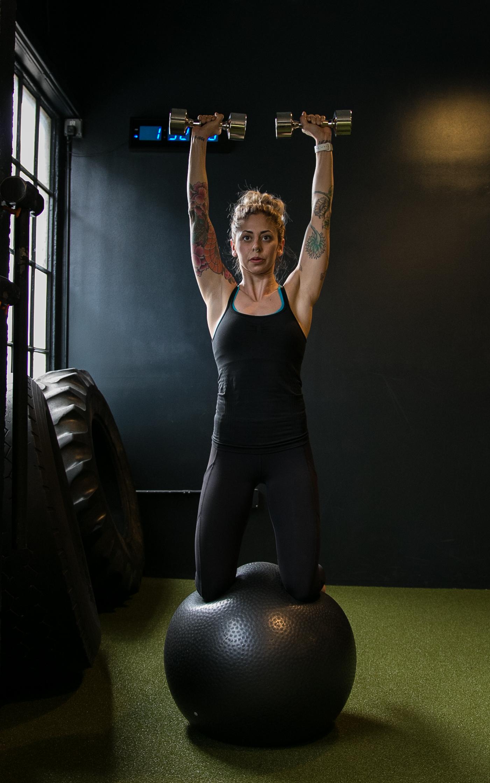 DIAKADI Trainer Nicolette Amarillas dumbell push press stability ball.jpg