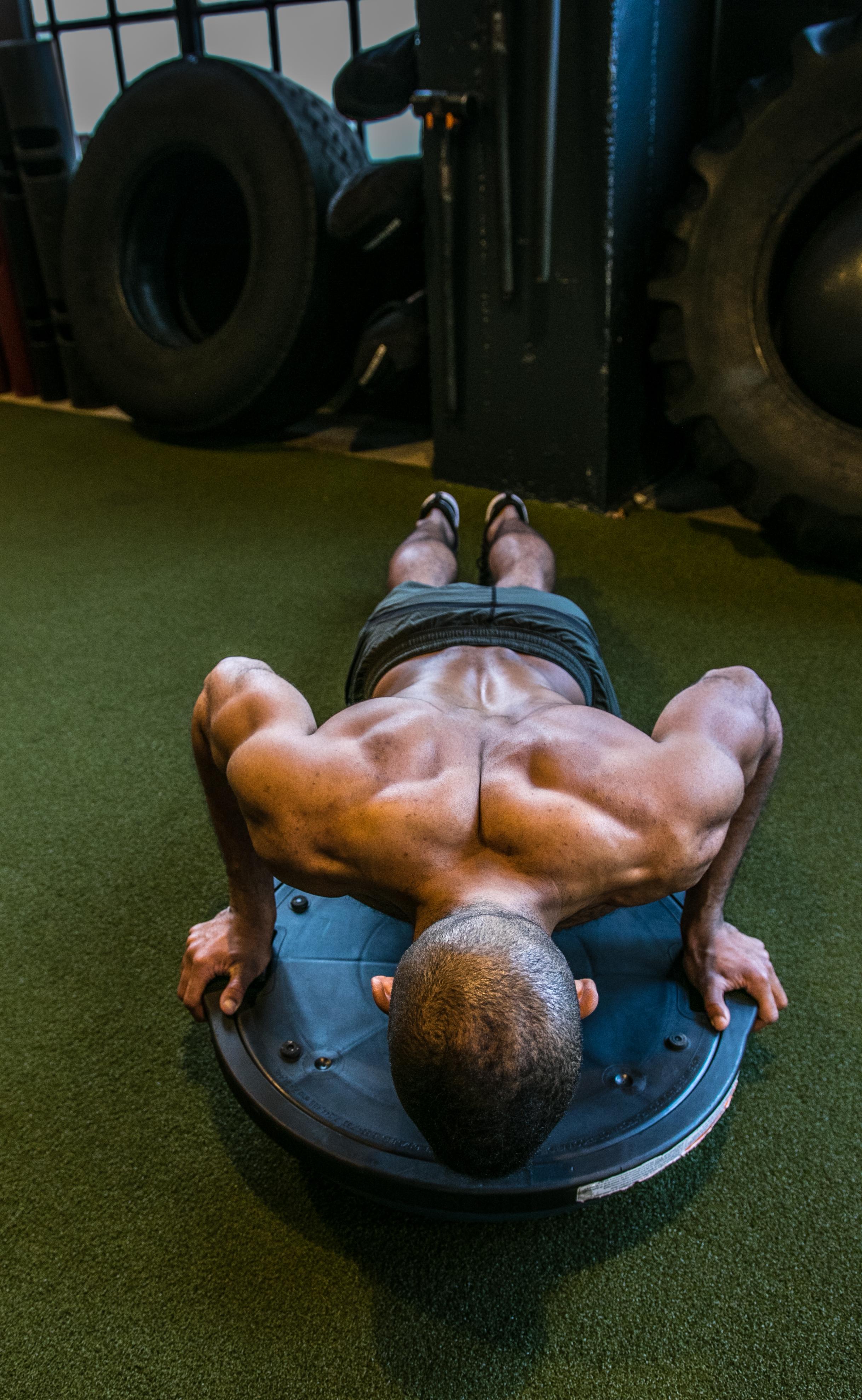 DIAKADI Trainer Joe Andrews stability ball lean muscle.jpg