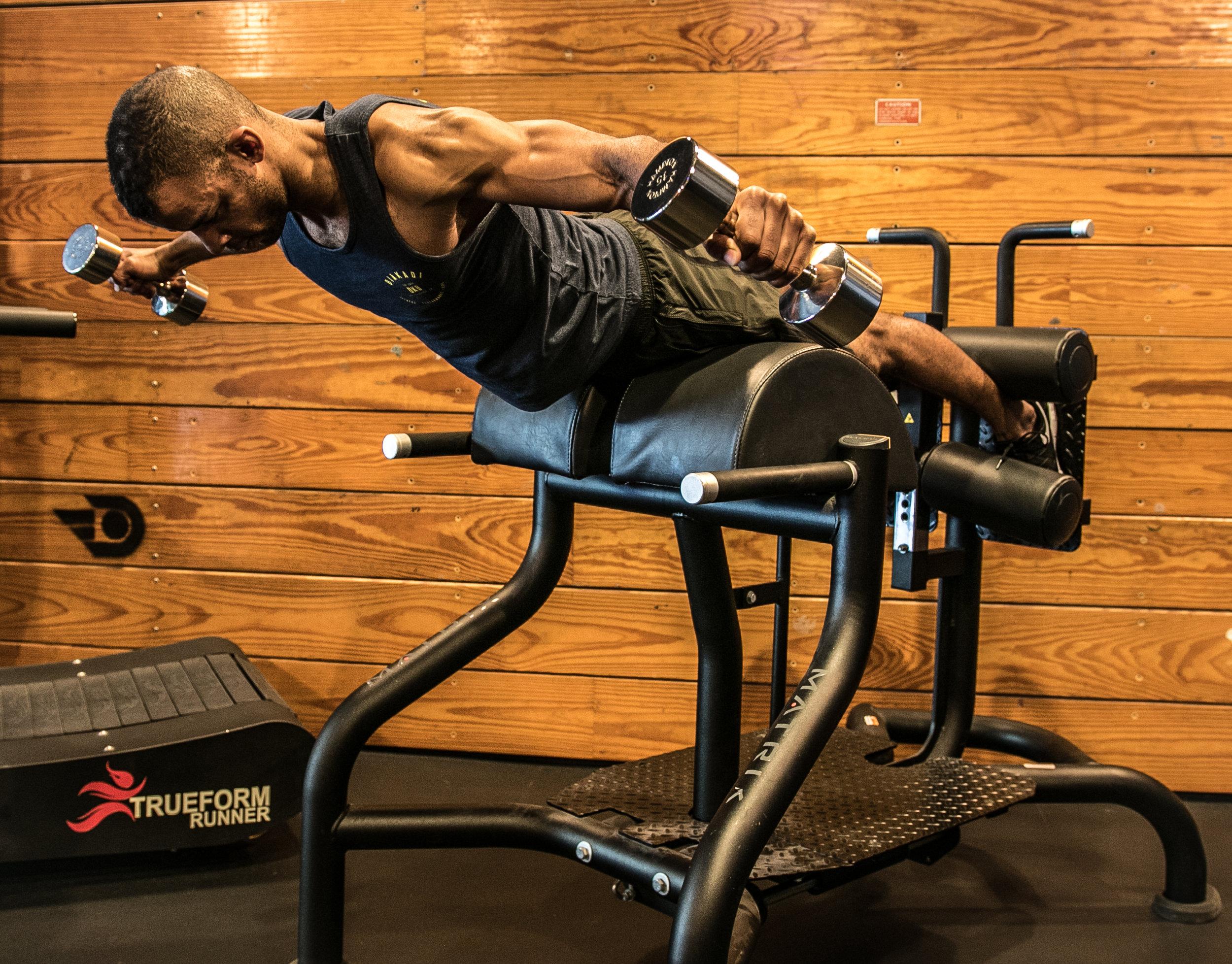 DIAKADI Trainer Joe Andrews dumbell flies muscle gain.jpg