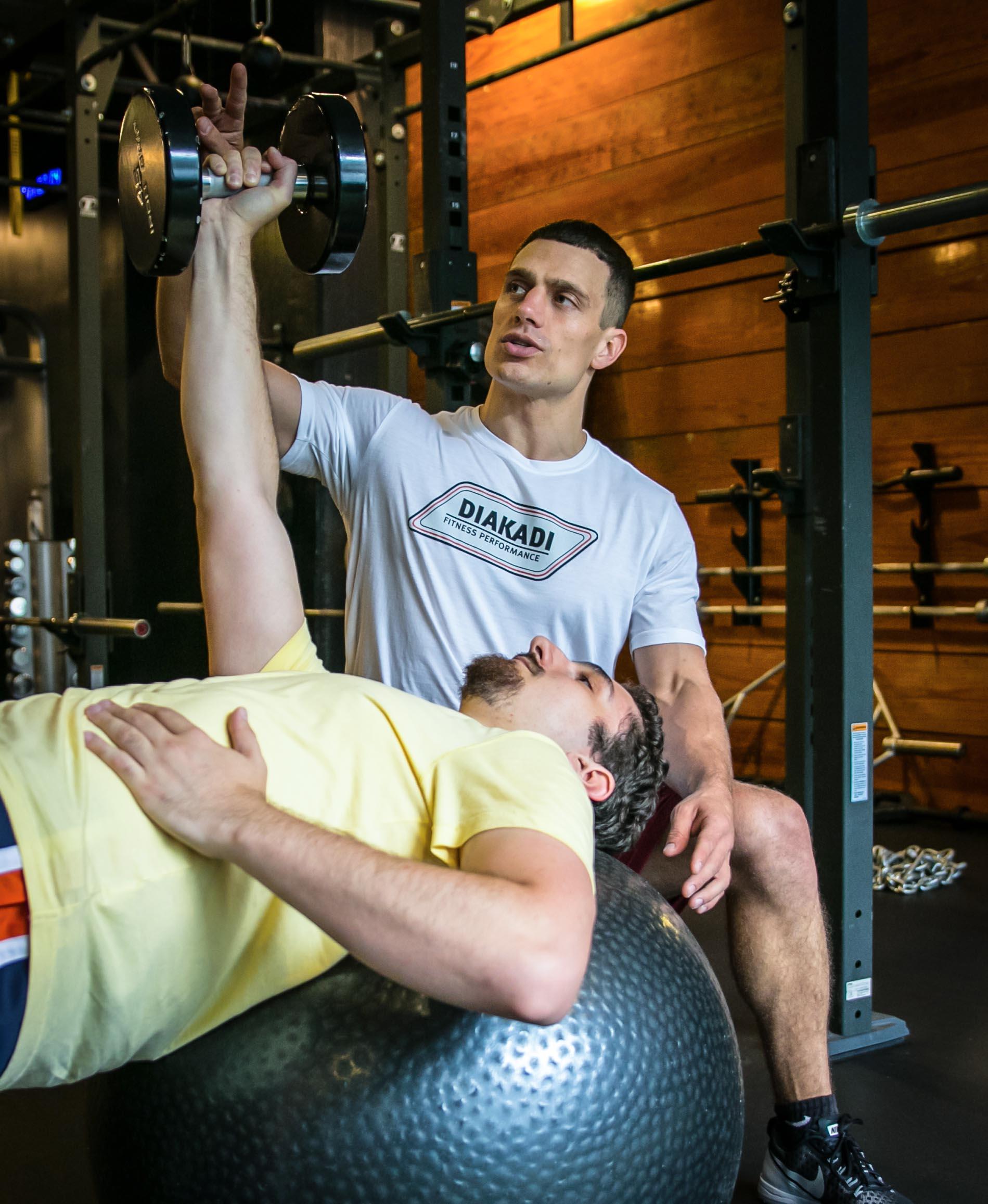 DIAKADI Trainer Tycho Bergquist stability ball dumbell press.jpg