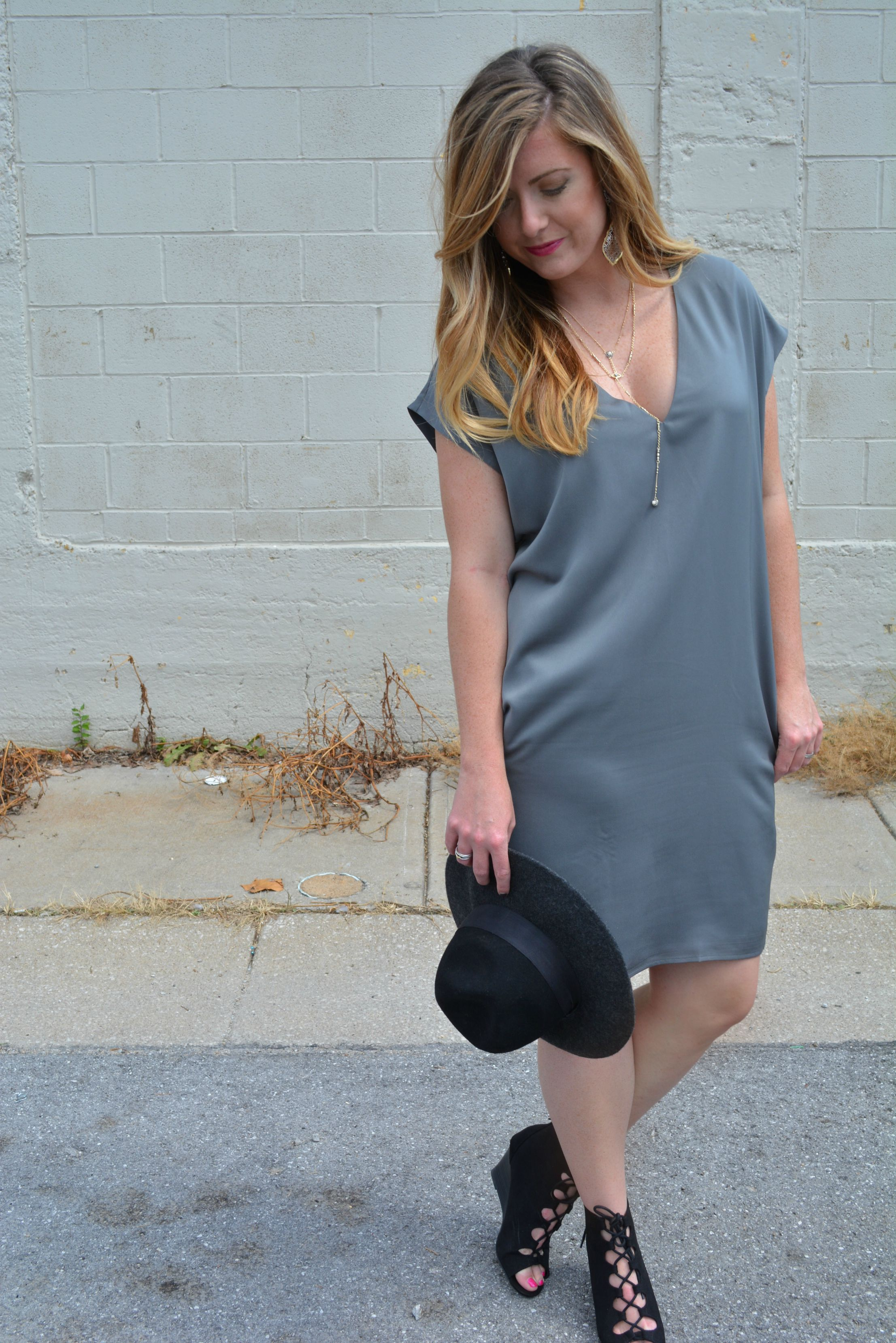 Gray shift dress and how to style the Kendra Scott mystic bazaar collection on Sophisticaited.com