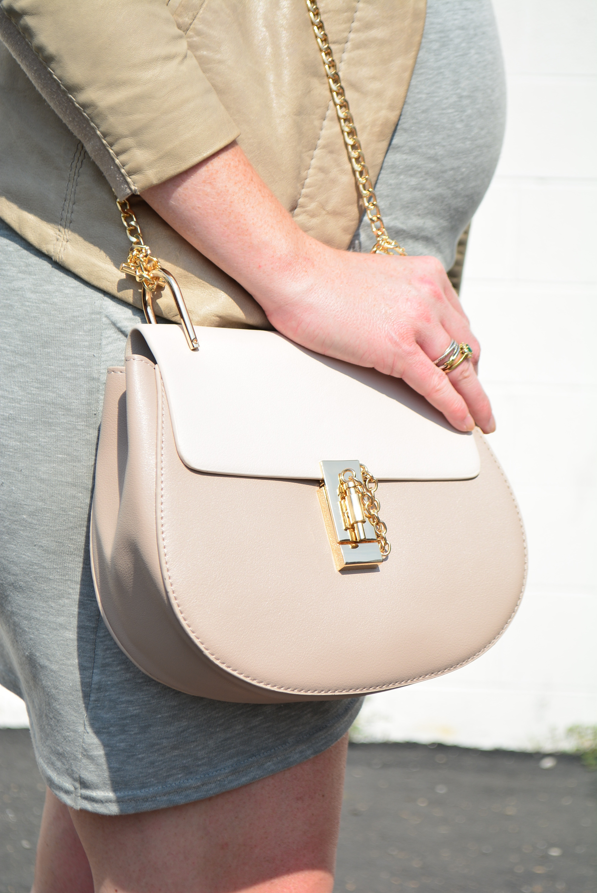 Neutral maternity look with two tone crossbody