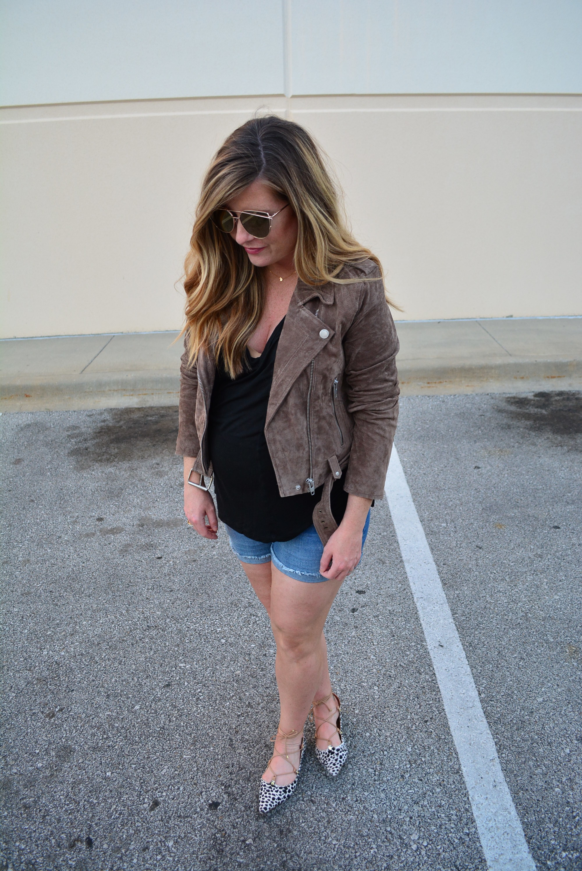 Suede jacket outfit for fall - maternity outfit