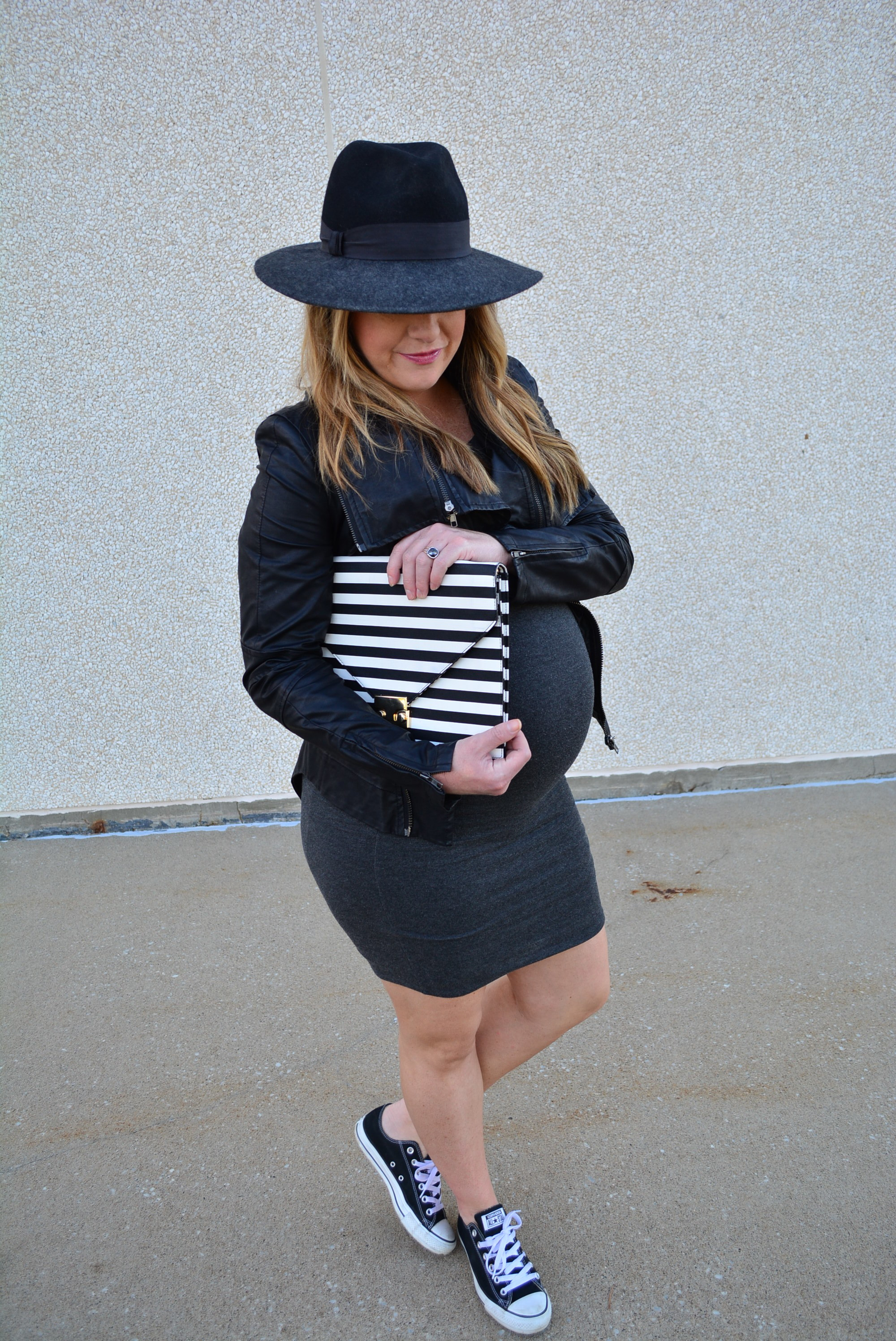 Chic maternity fall outfit