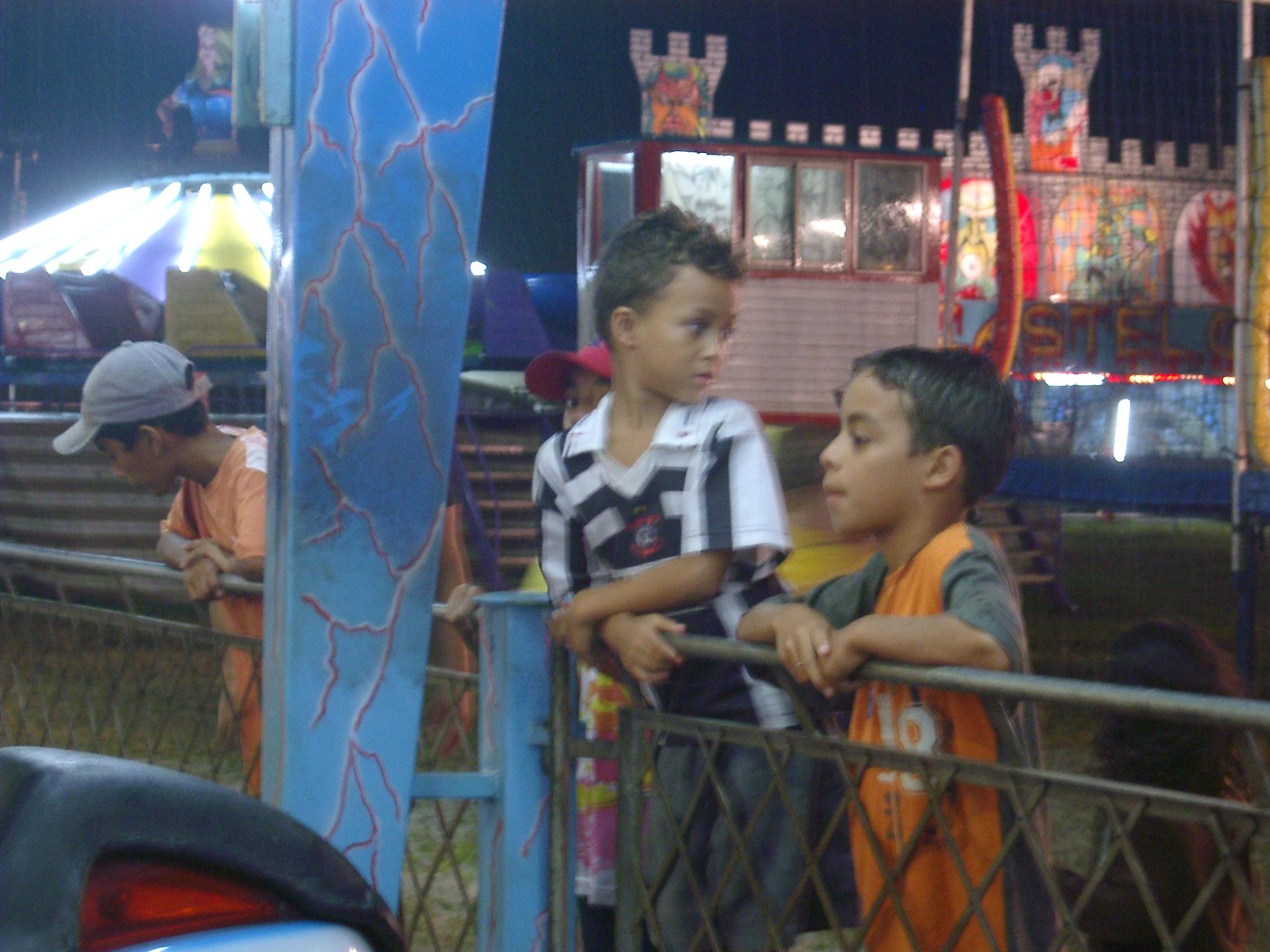 Boys at Funfair, Peruibe.JPG
