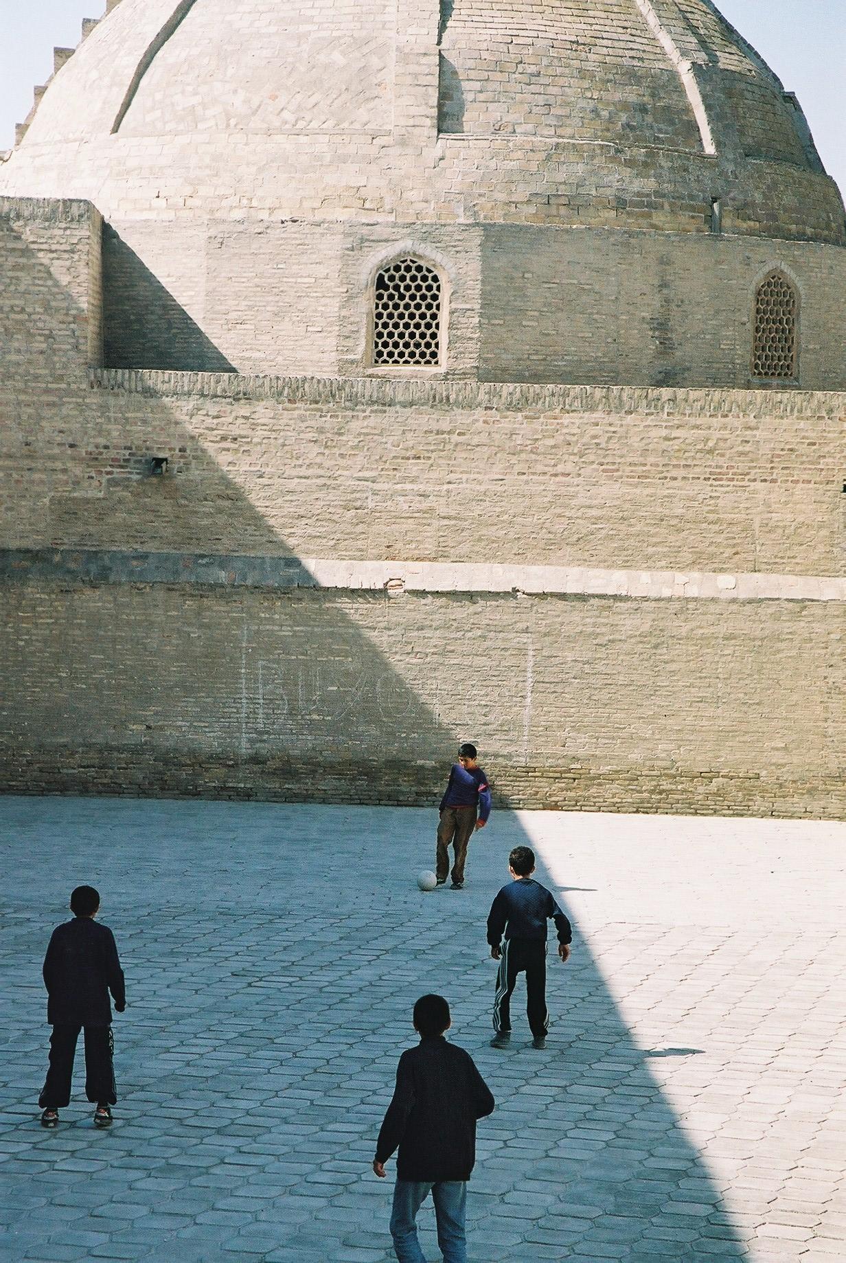 Football at Siddikiyon Mosque, Bukhara.jpg