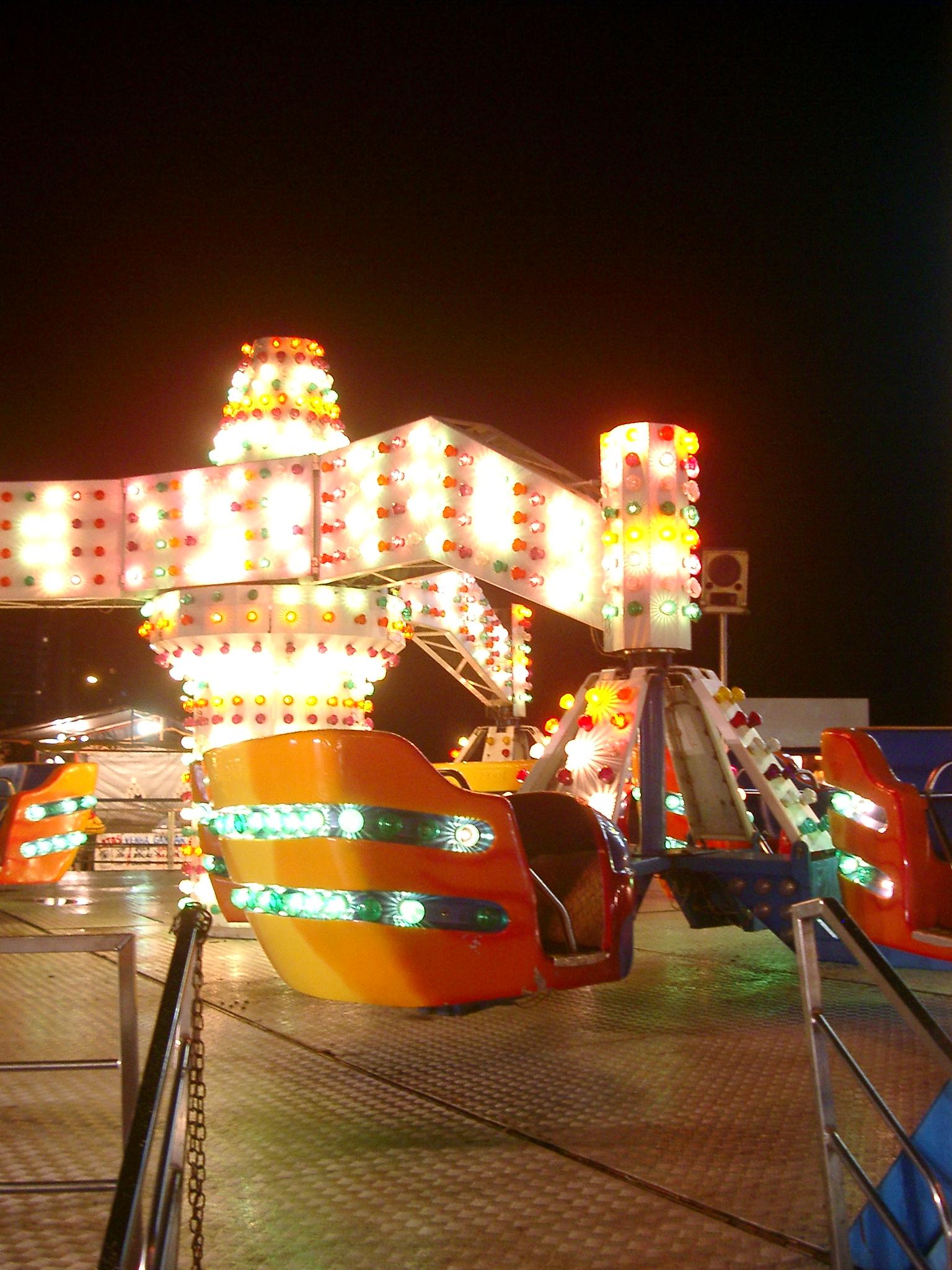 Funfair Ride, Peruibe.JPG