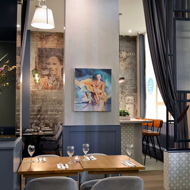 Lookinh lovely: my painting 'Transition' sold to restaurant La Cucina di Mamma, near the London Eye and not far from Big Ben #londoneye #figurativepainting #paintingart #restaurantdesign