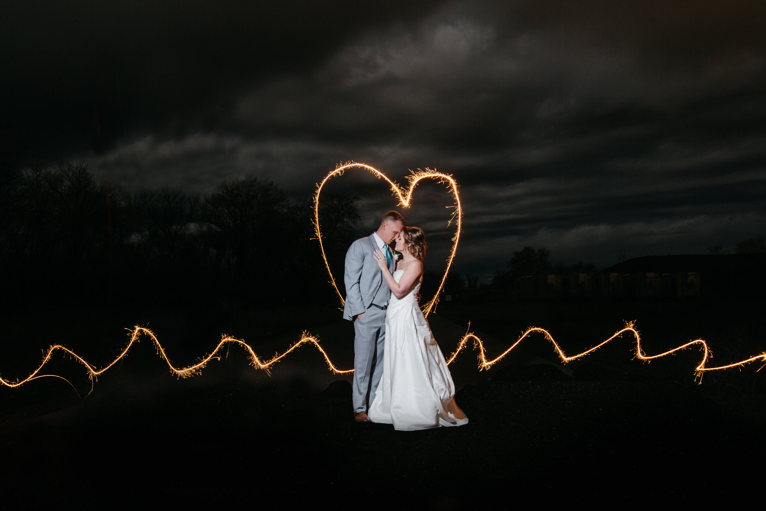 wedding-sparkler-photo-canyon-oaks-country-club-chico-wedding-photography