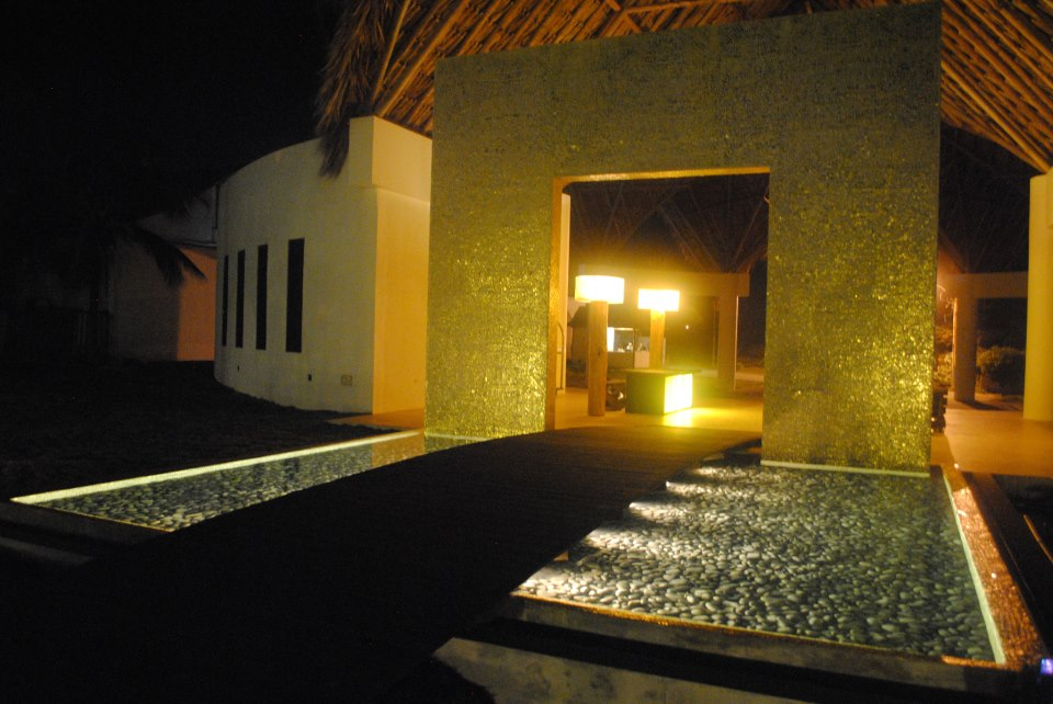 IKIN Hotel Spa in Isla Margarita Venezuela , the arch is covered with TREND gold mosaic cut by hand