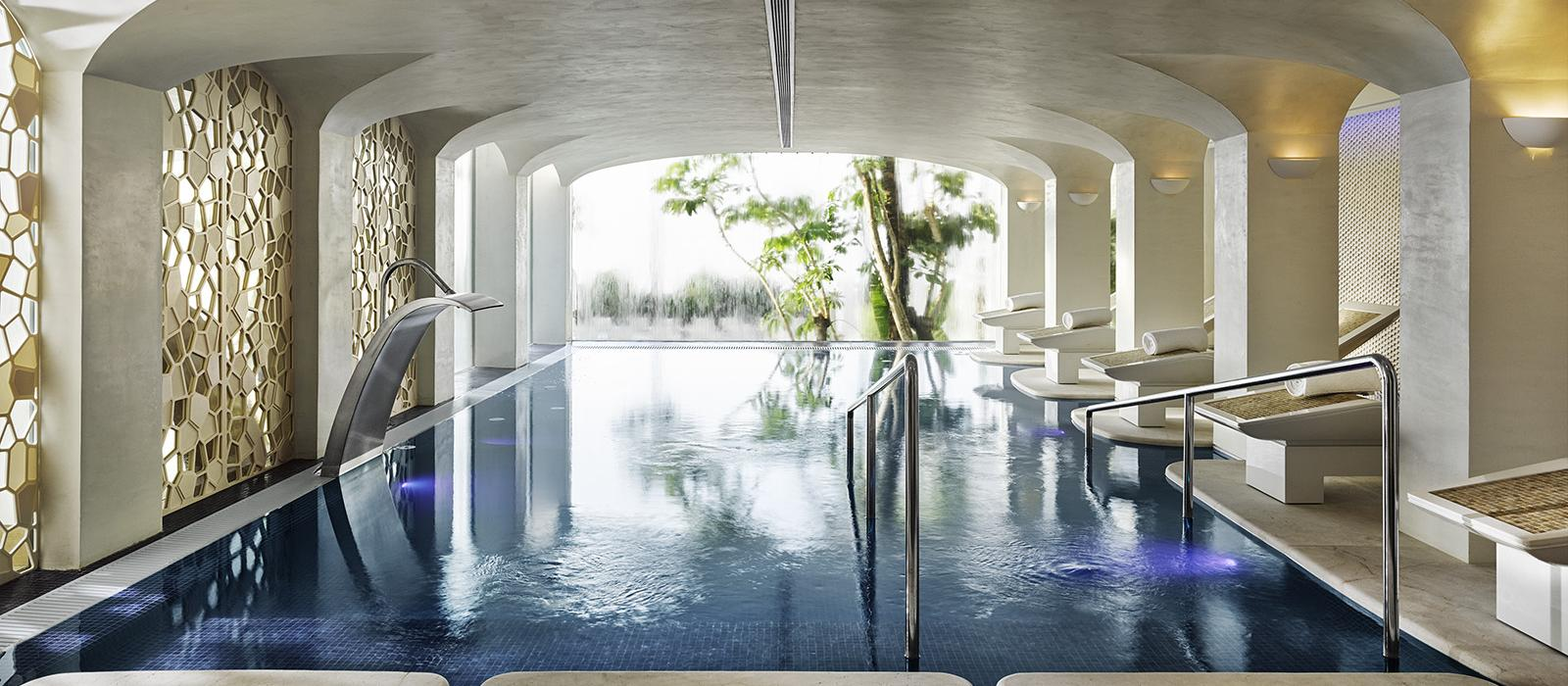 xl-spain-marbella-hotel-puenta_romano_marbella-six_senses_spa-pool.jpg