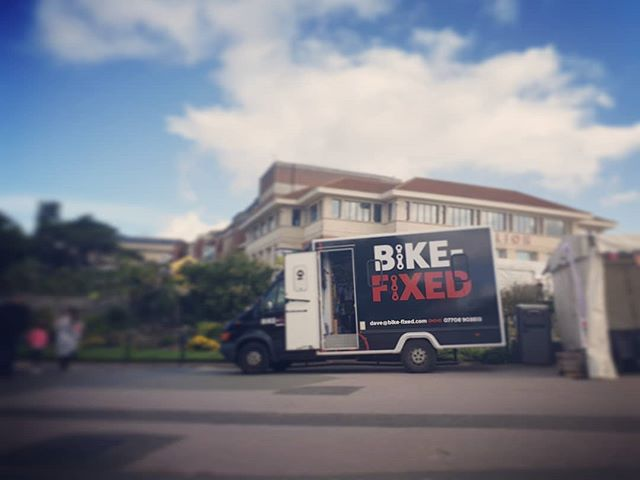 Down at the pier end of #bournemouthgardens #freeservicing #bringemdown #artsbytheseafestival @flamin_grate are directly opposite so you can grab a #stonecookedpizza while you're here 🚲🔧+ 🍕 😎