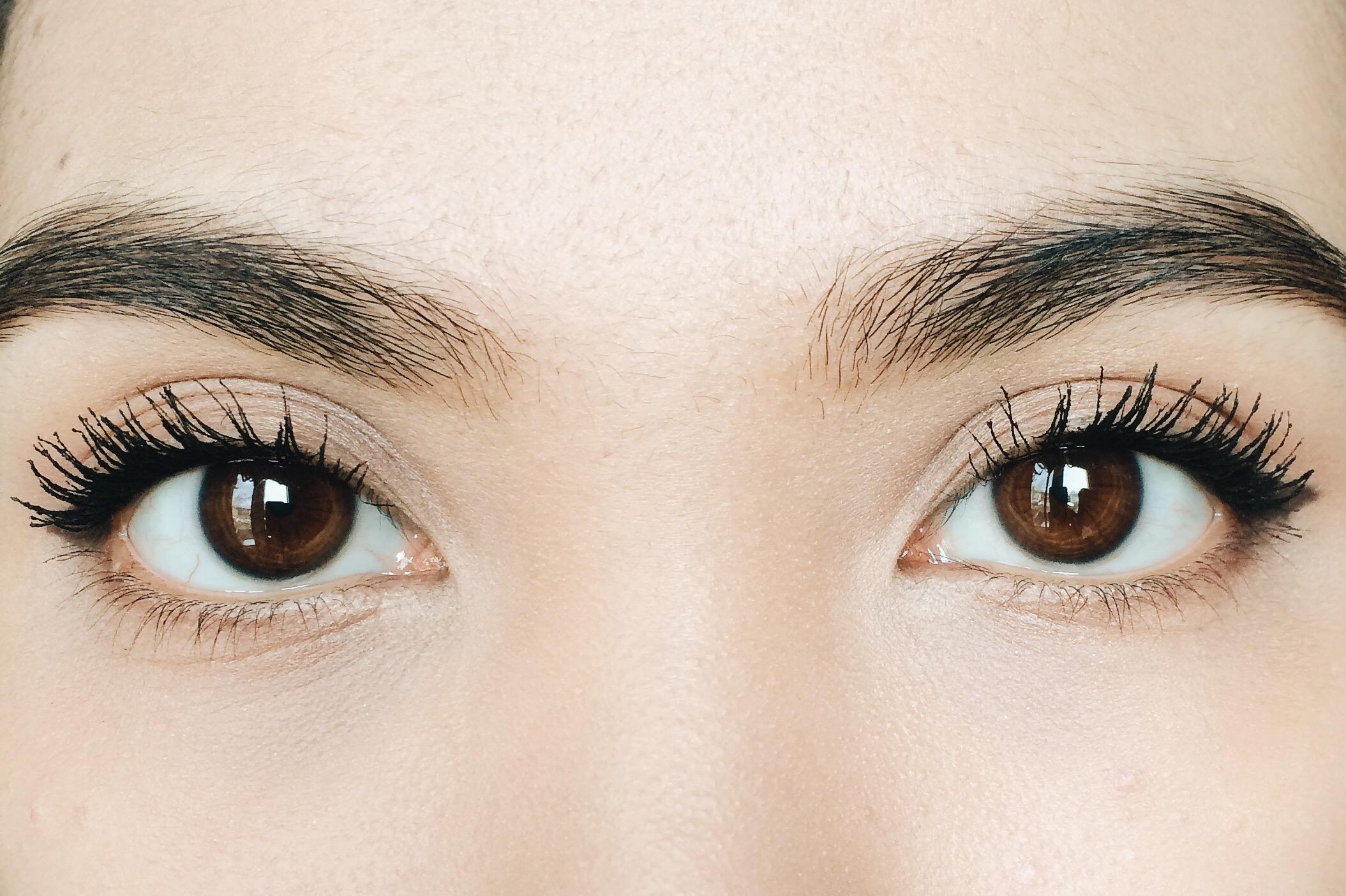 both eyes coated with both waterproof and voluminous macsaras