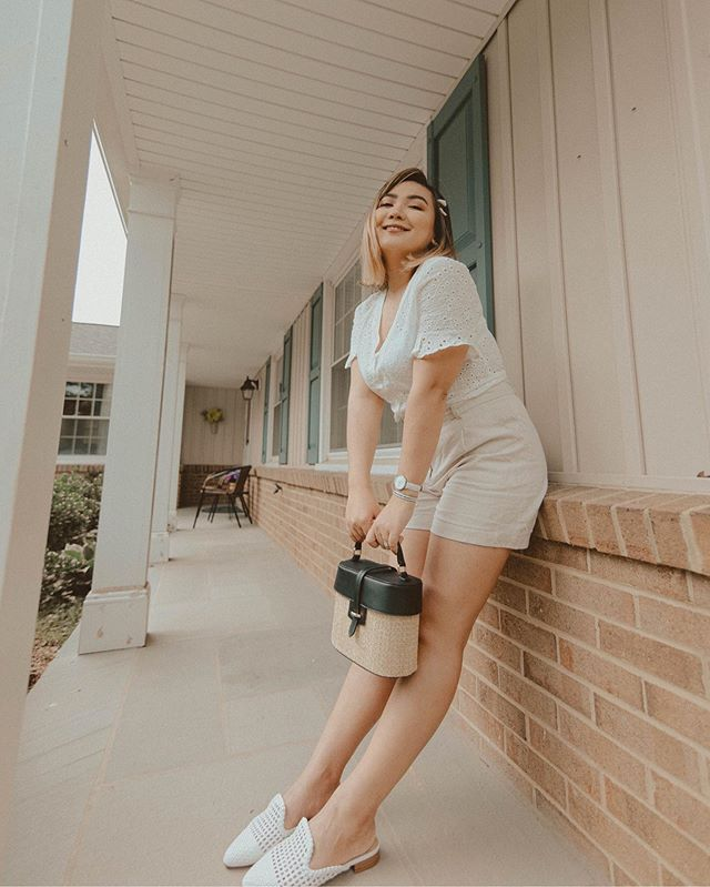 Sometimes, the awkward poses end up looking better than the normal ones. Trust me, this pose felt awkward as heck. Haha. Here's to the awkward poses that make the cut! ✨ — Top, shorts, shoes, and bag are all from @justfabonline  Hair clips - @amazon Arm candy - @danielwellington Face - @beautycounter & @pytbeauty — 📸@jorge.suarez // #CorinthPresets - Coffee