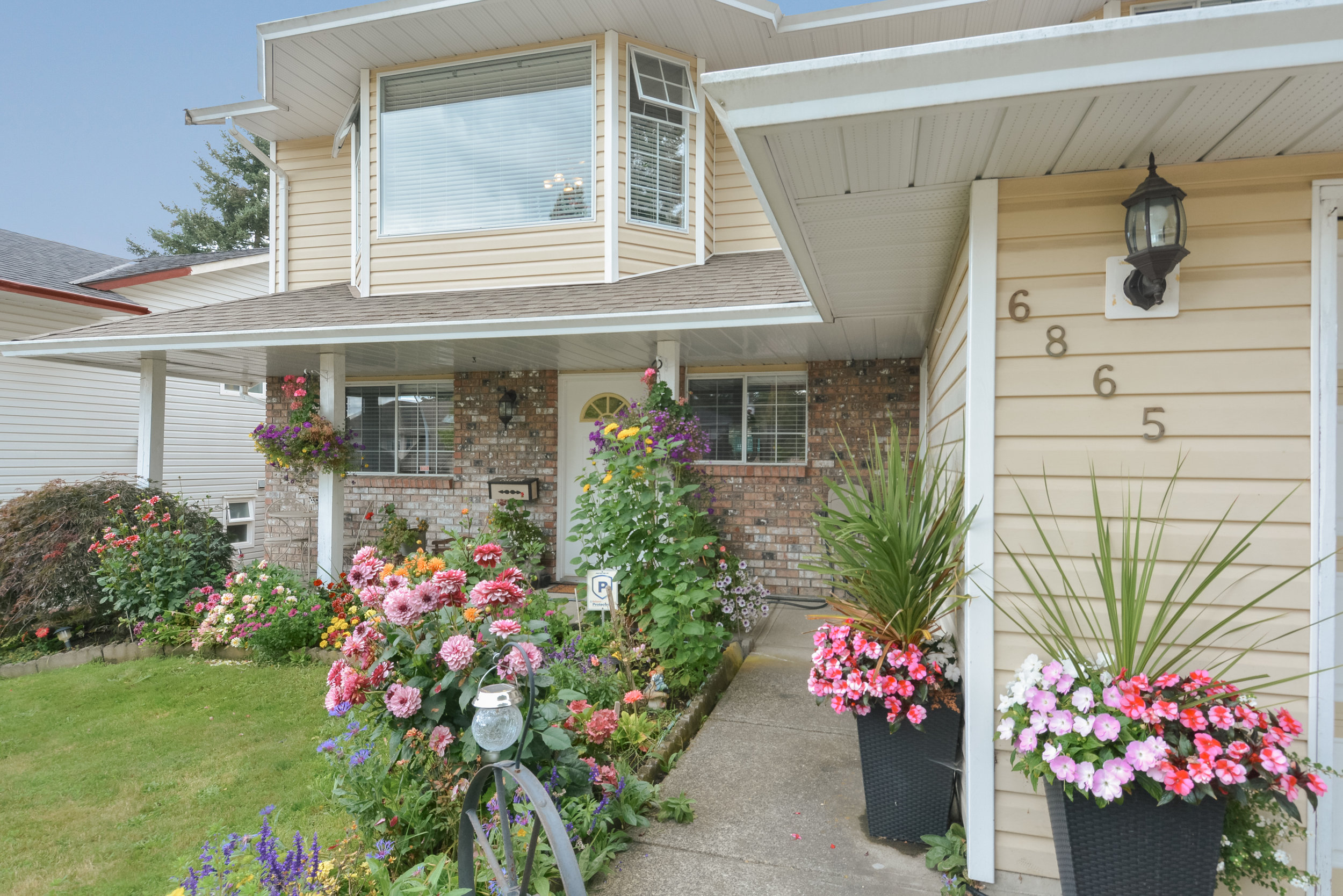 6865 142A Street, Surrey -