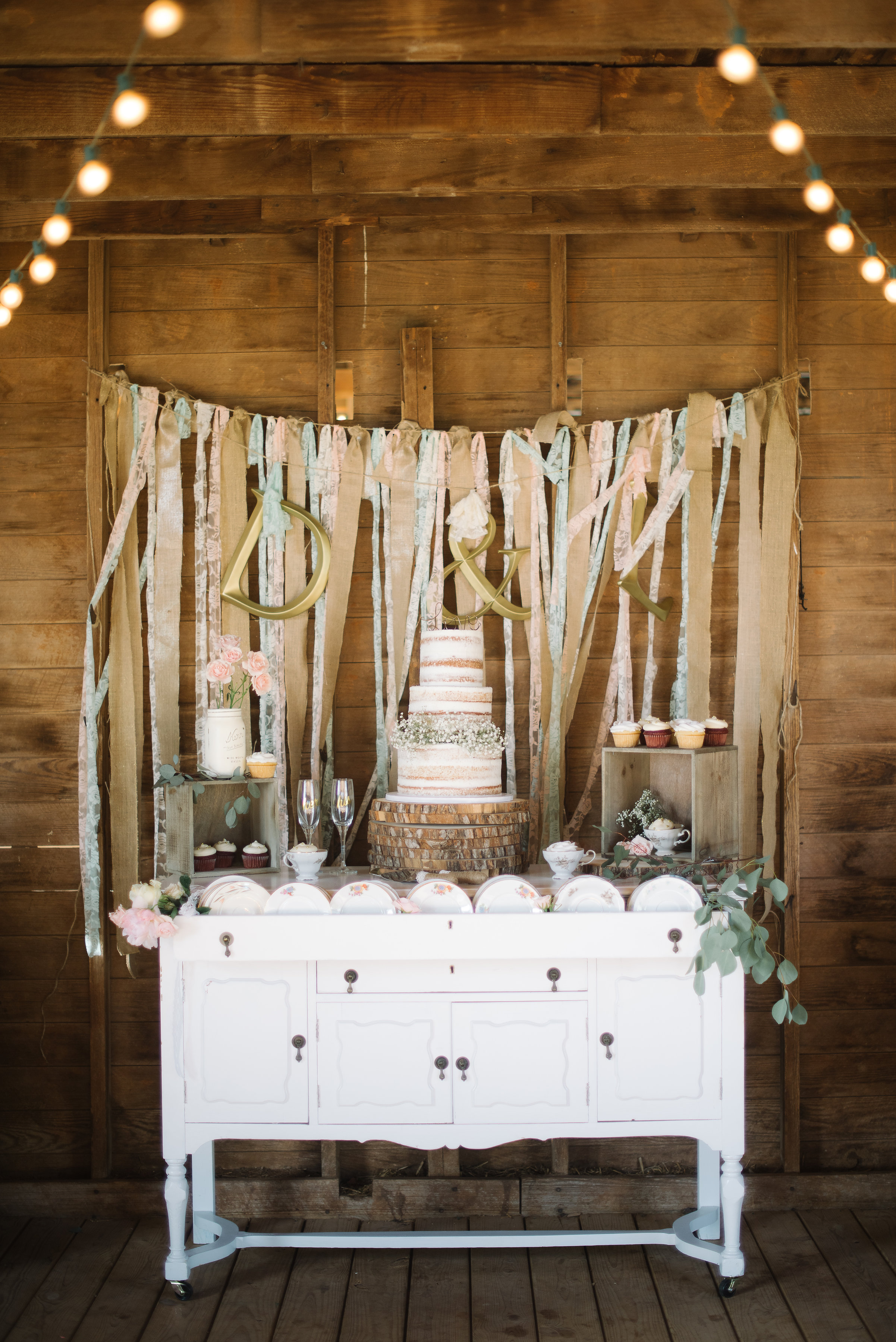 and the rustic/chic details just keep getting better and better!