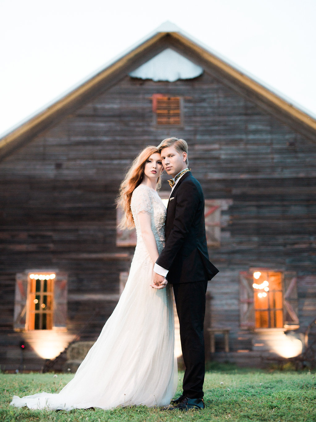 (We can't help but mention how perfect our barn looks in the staging of this shoot!)