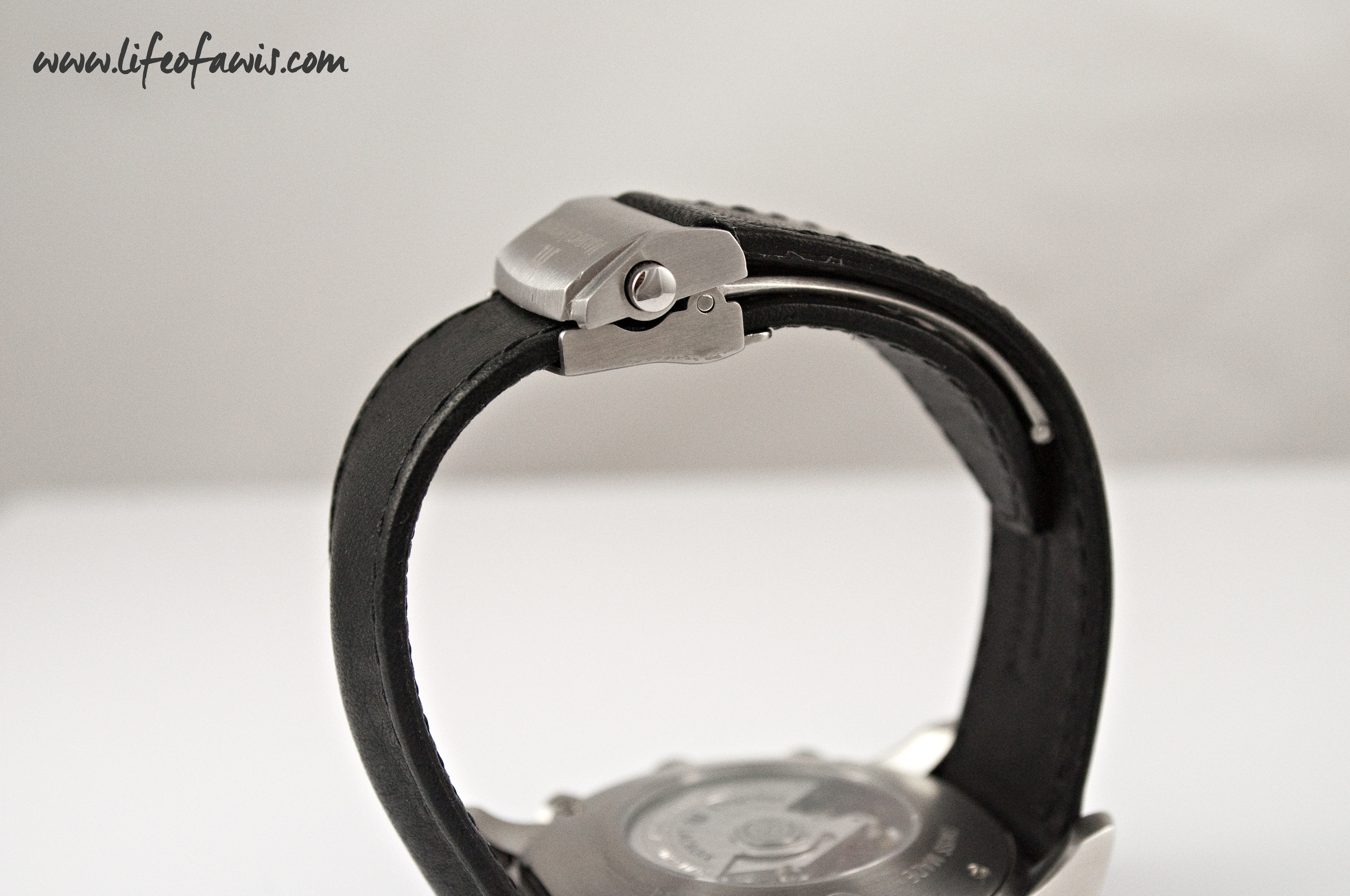 The top part of the deployant buckle moves, which creates a visible gap.