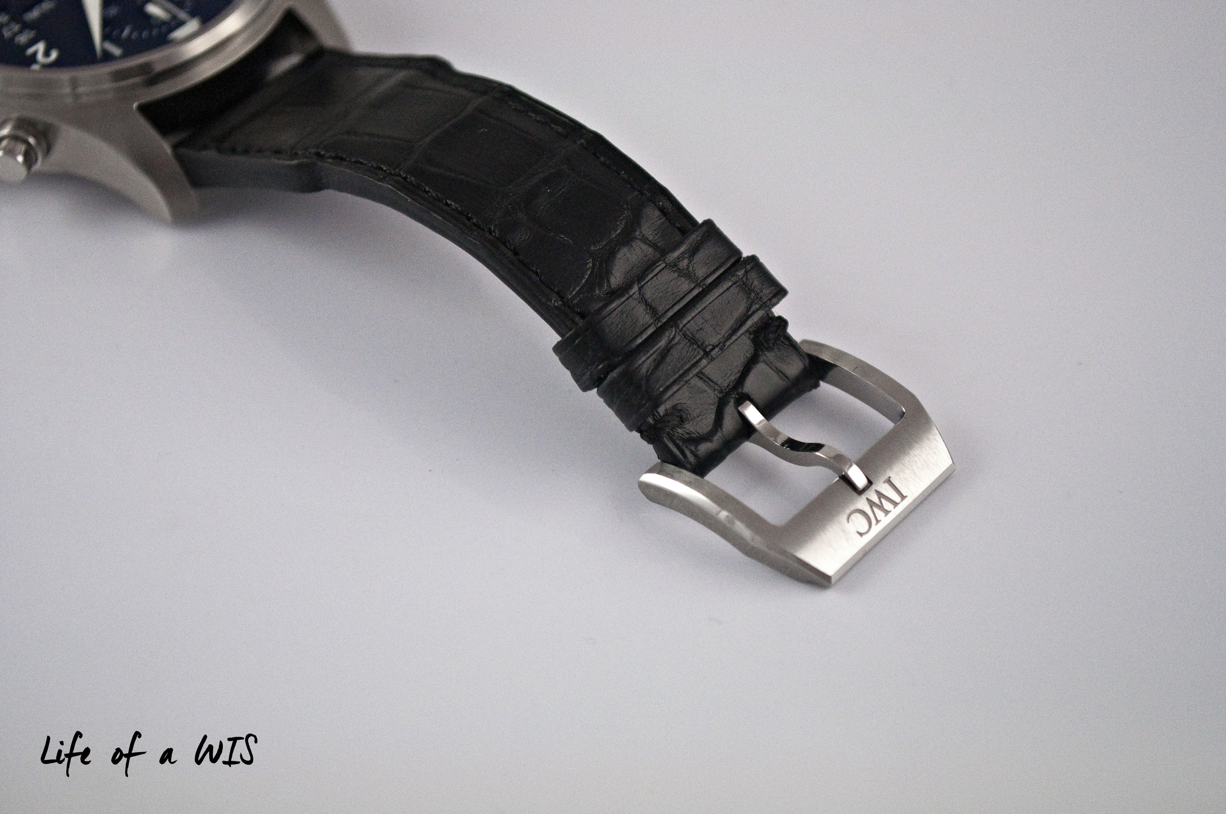 The sharp bottom edges of the tang buckle can dig into the wrist, causing discomfort.