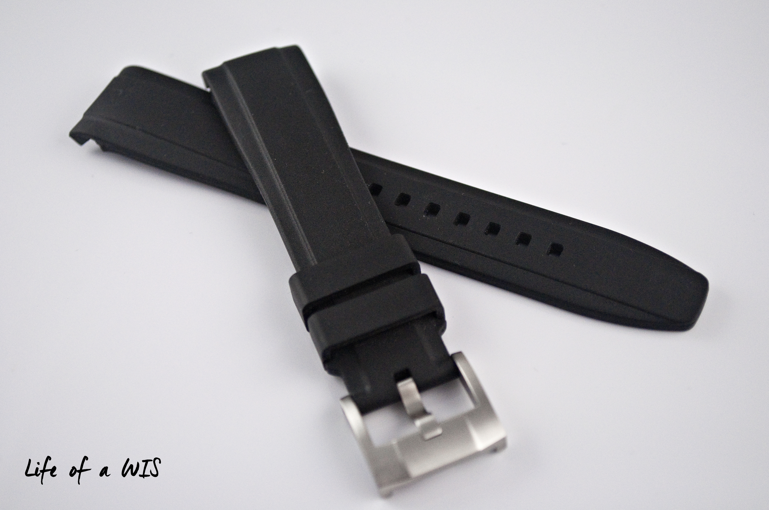 Also available in orange, blue, and dark green... and in deployant buckle form!