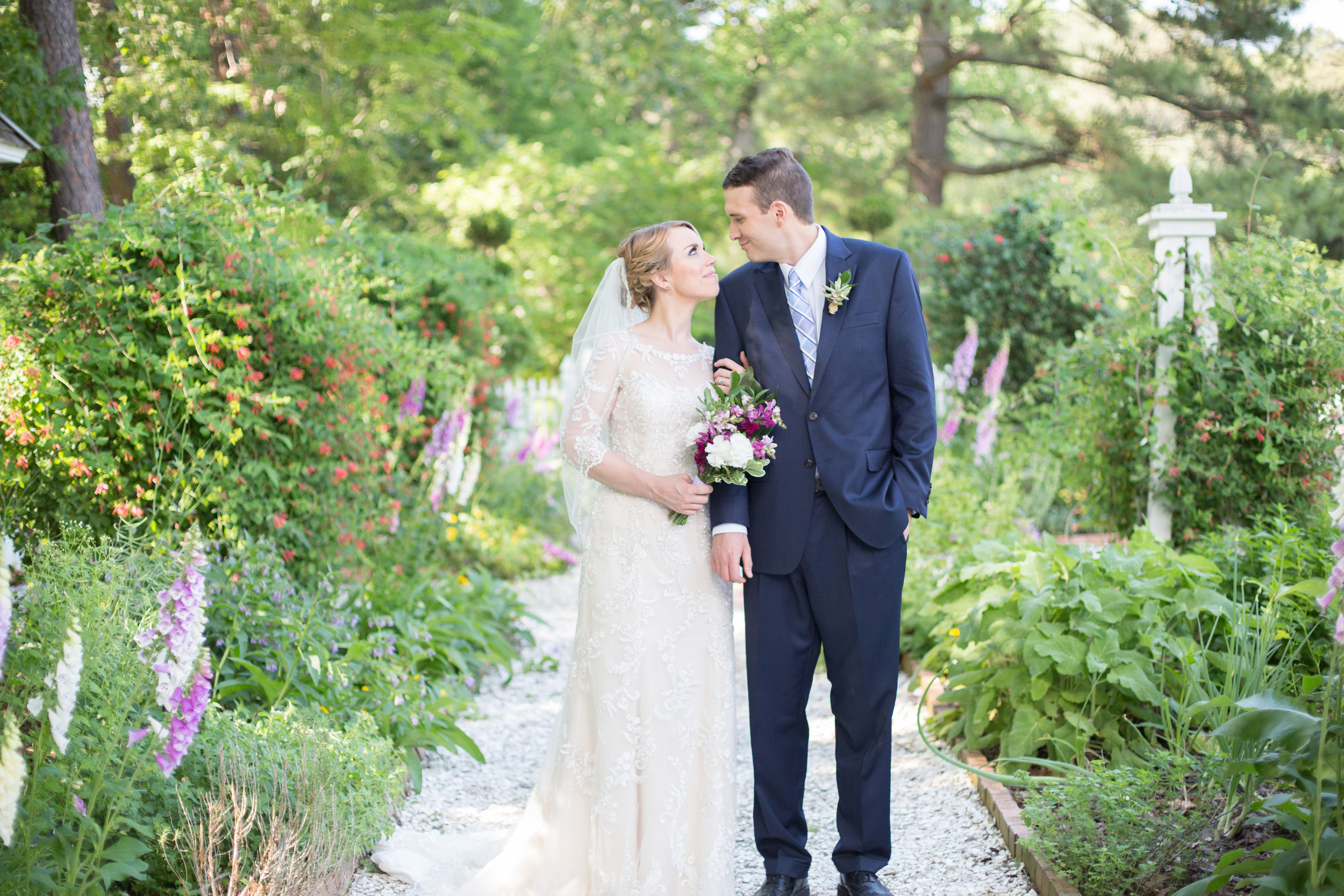 crystal belcher photography | norfolk botanical garden | wedding couple