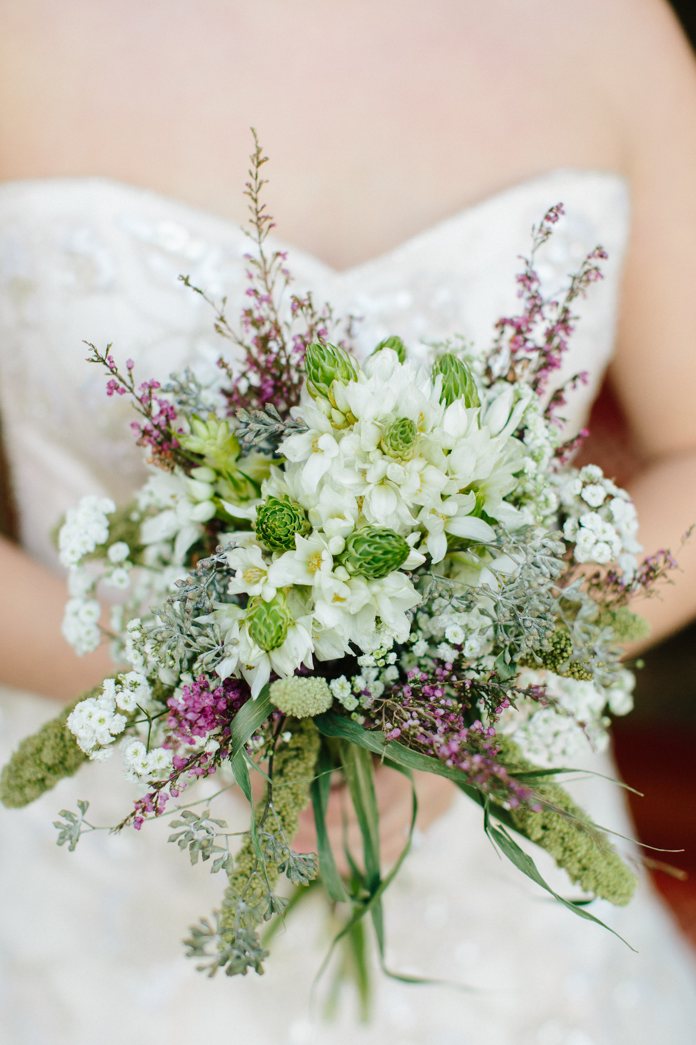 Photo AND bouquet by  Daytona May Photography