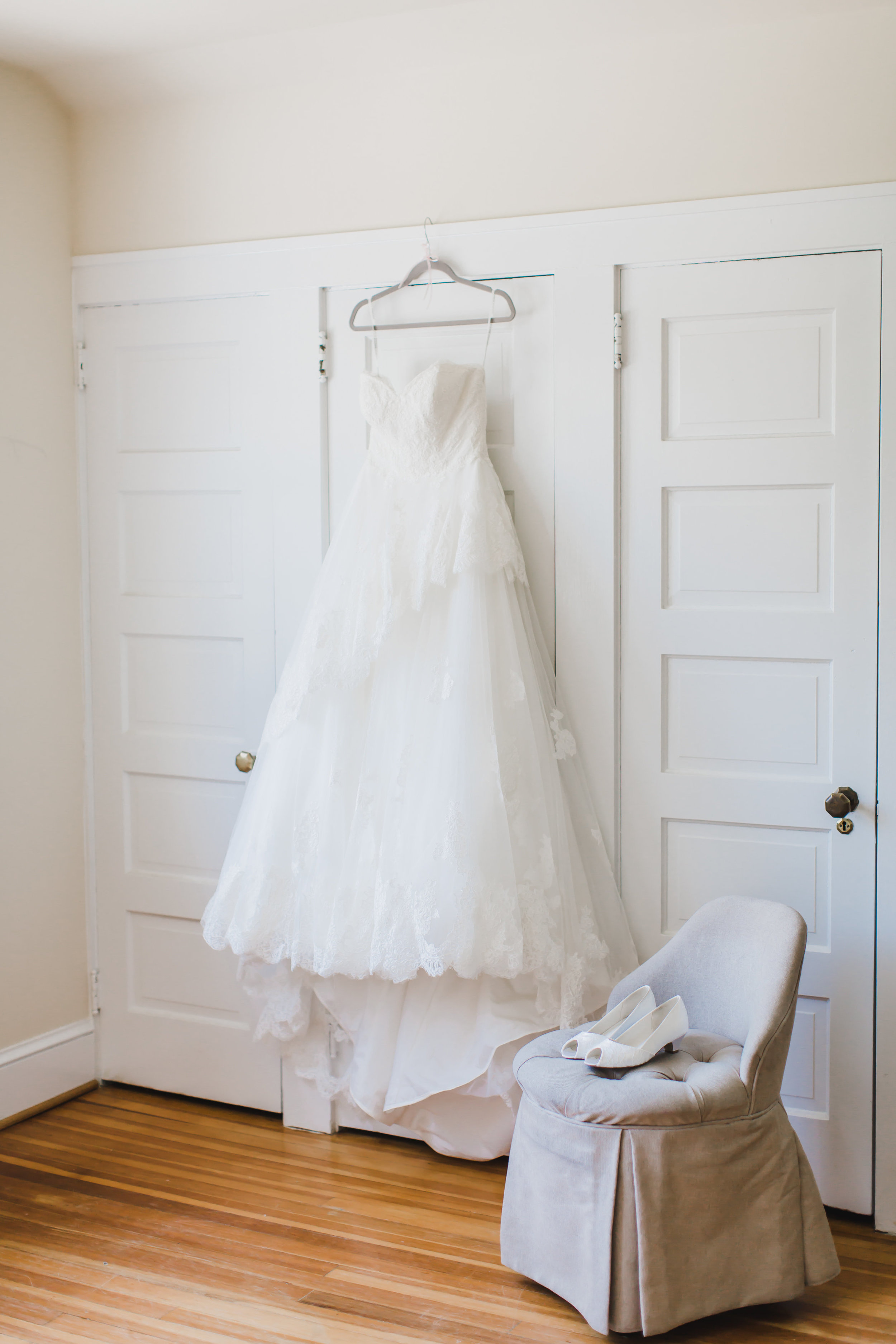 This is where having an experienced photographer came in handy. Anna emailed me the week prior asking if she could use the room where the men get ready to have Ally put her dress on. The lighting, the simplicity, it all made sense when I saw these images!