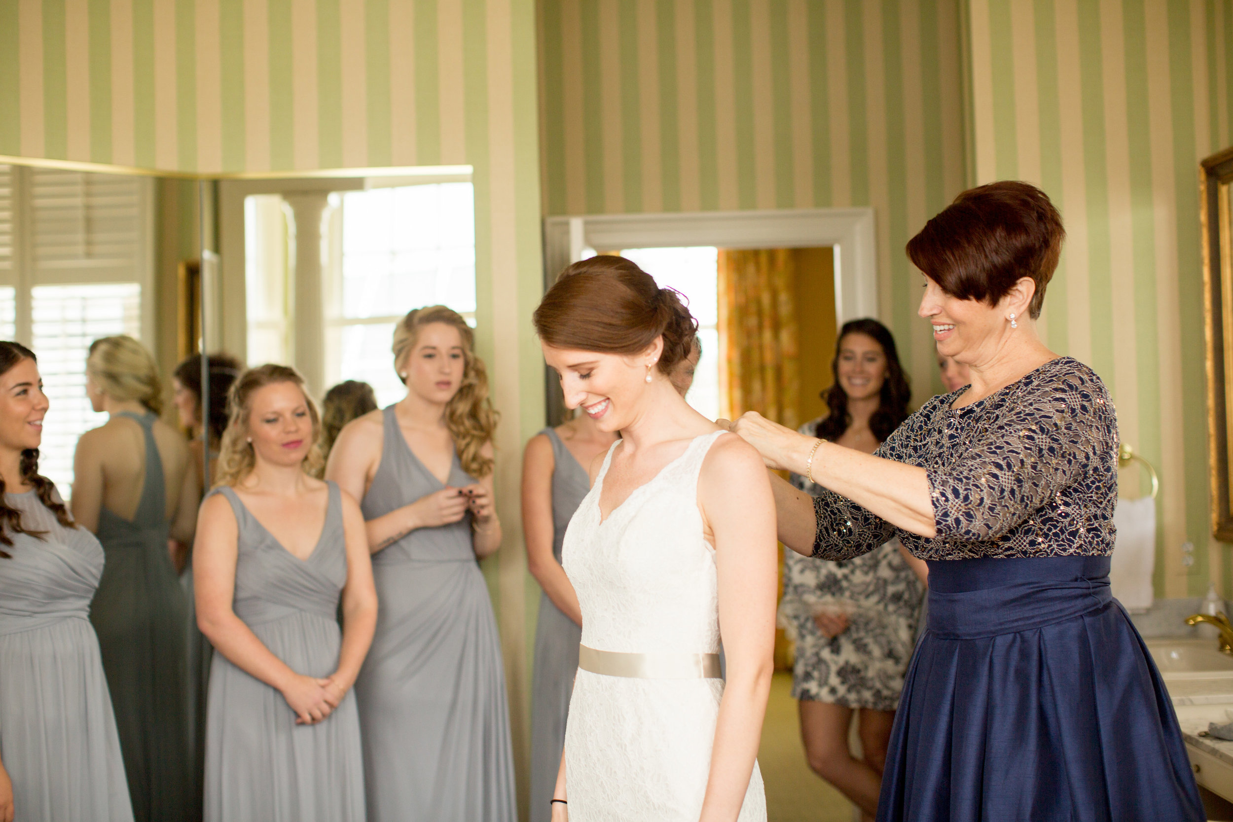 West Manor Estate has a GORGEOUS bridal suite. Elyse and her entire bridal party had plenty of room for gathering before she walked down the aisle. Photo: Daytona Lamade.