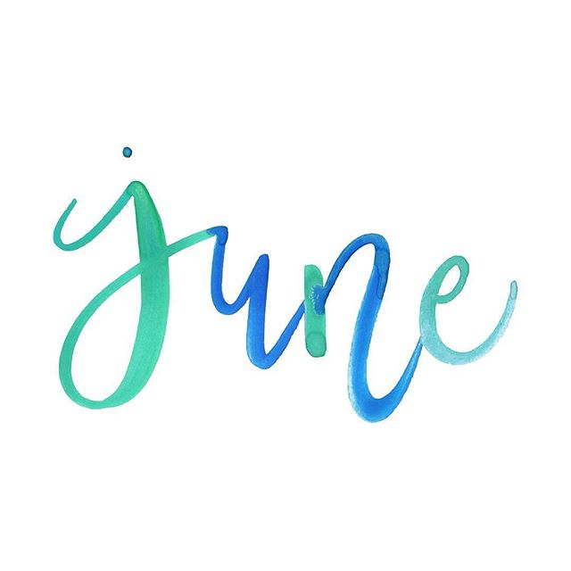 Happy first Friday of June! 💚💙 How are you celebrating that #FridayFeeling? ✨ #collegelivingmag