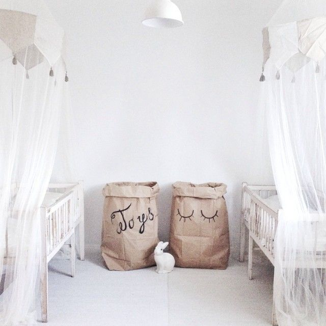 A great idea is to take plain paper bags, decorate or writewhat´sinside.