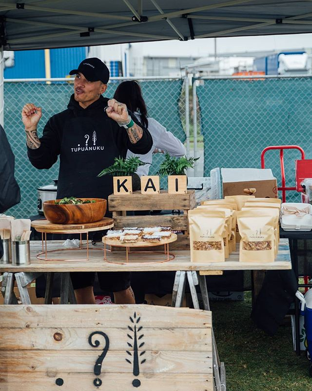 We loved having the @plantbasedmaori and his brand @tupuanuku last year at @veganvibesnz and we loved it so much (as did you all) we decided to have him back again this year on the 28th of September 😍 Be sure to come along and enjoy a curated range of vendors, workshops and speakers by locking in your early bird tickets via the direct link in our bio 👆
