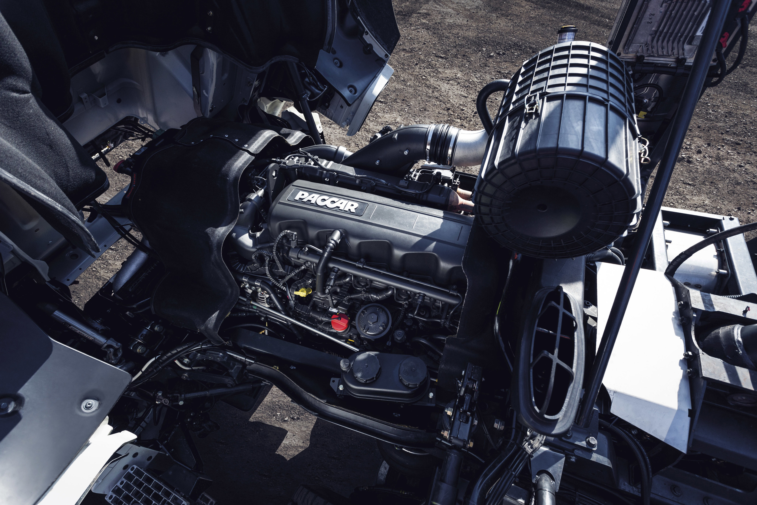 TATRA PHOENIX Euro6 - engine.jpg