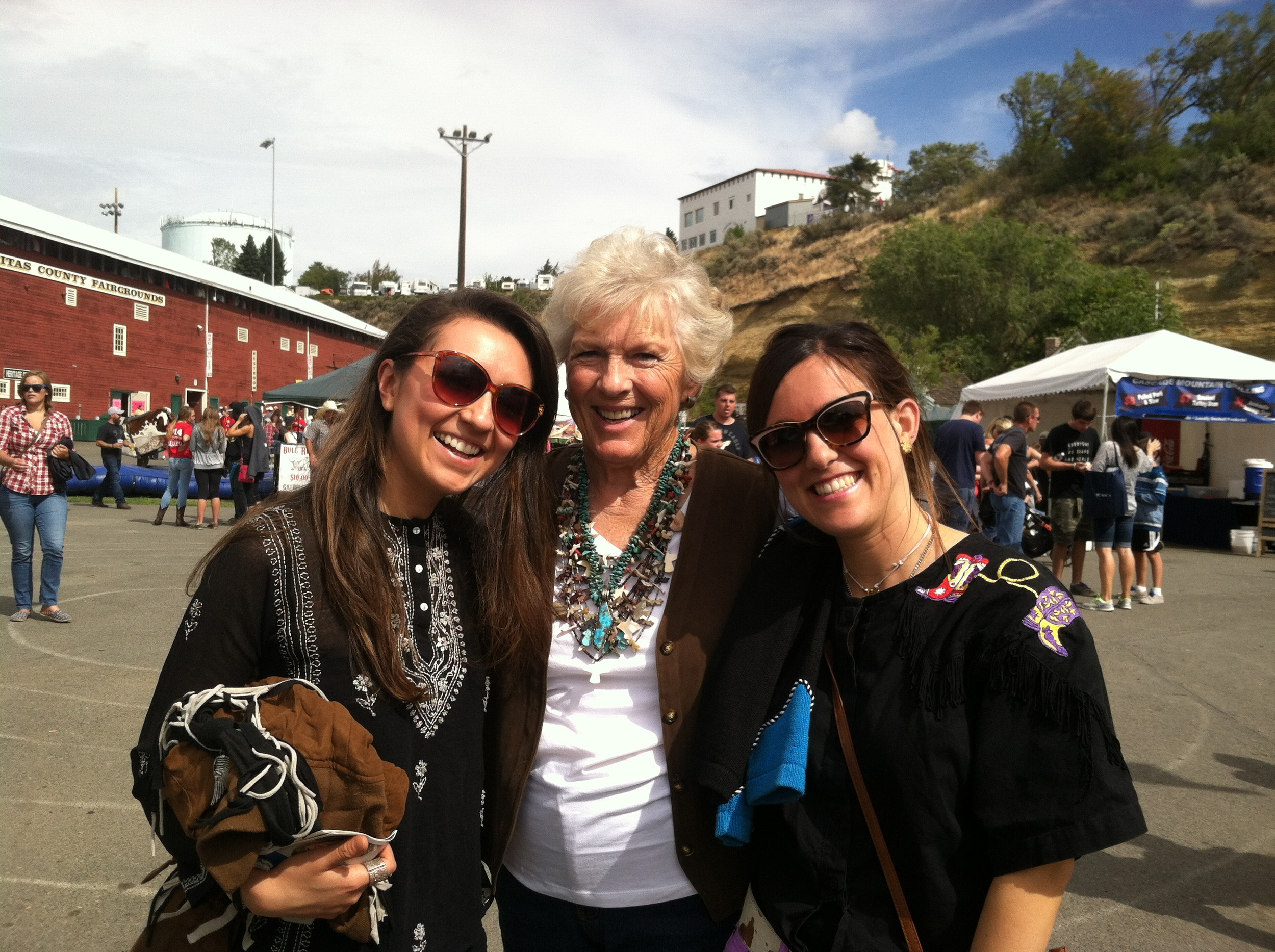 Alicia, Betty y Elisenda en la Fair del Rodeo de Ellensburg 2014.