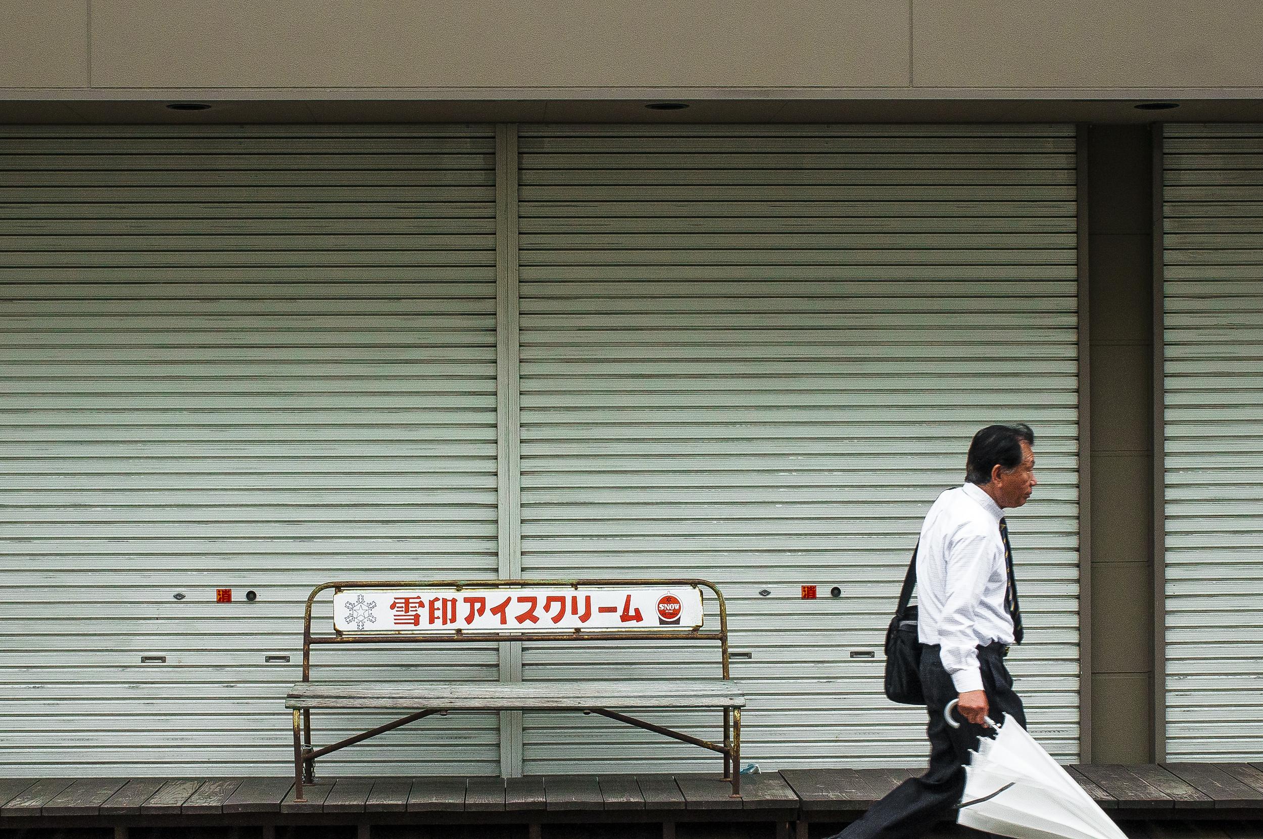 japan-man-umbrella.jpg